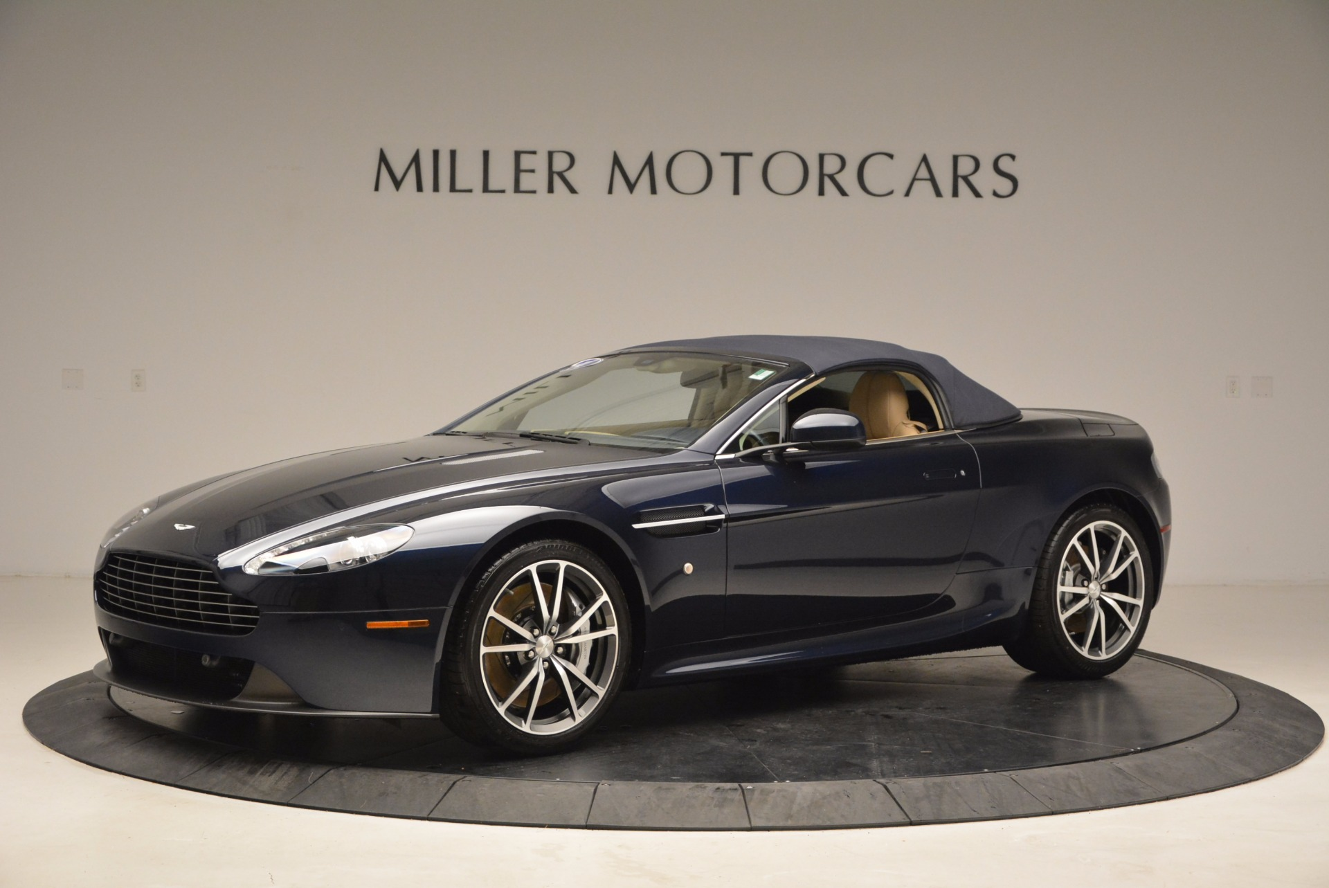 Used 2014 Aston Martin V8 Vantage Roadster For Sale In Greenwich, CT. Alfa Romeo of Greenwich, 7282 1623_p14