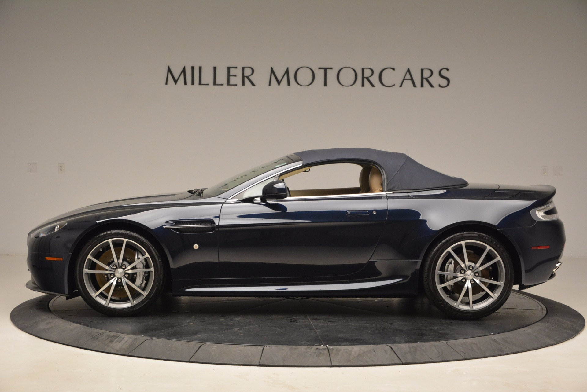 Used 2014 Aston Martin V8 Vantage Roadster For Sale In Greenwich, CT. Alfa Romeo of Greenwich, 7282 1623_p15