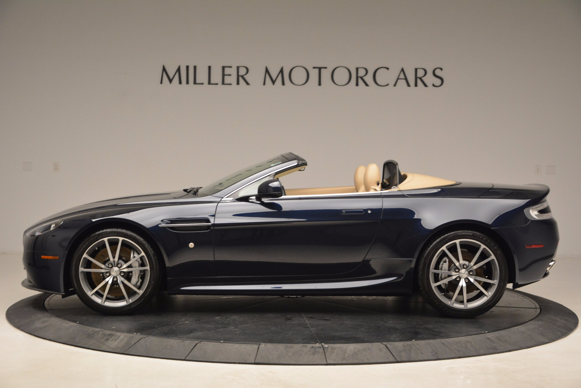 Used 2014 Aston Martin V8 Vantage Roadster For Sale In Greenwich, CT. Alfa Romeo of Greenwich, 7282 1623_p3
