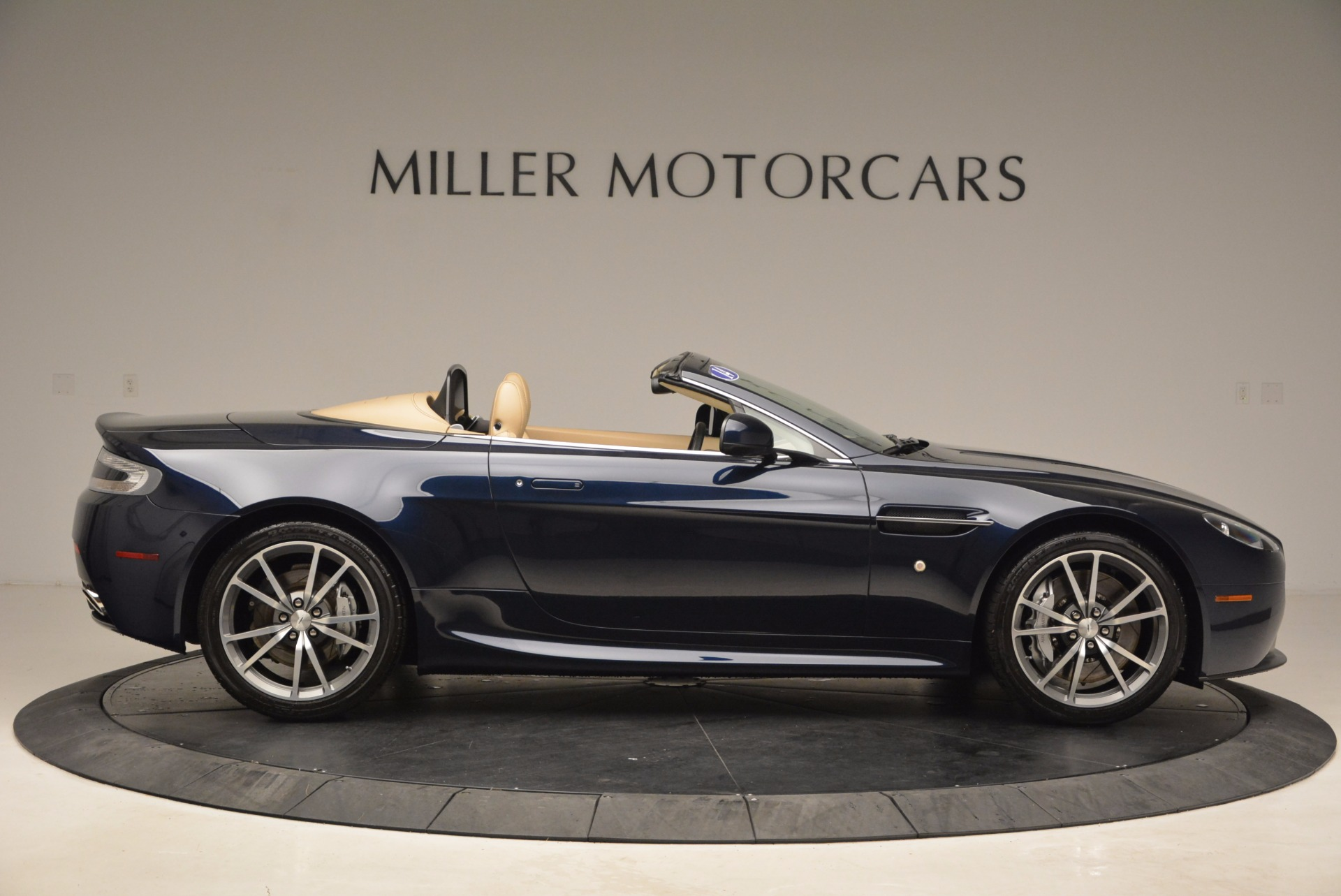 Used 2014 Aston Martin V8 Vantage Roadster For Sale In Greenwich, CT. Alfa Romeo of Greenwich, 7282 1623_p9
