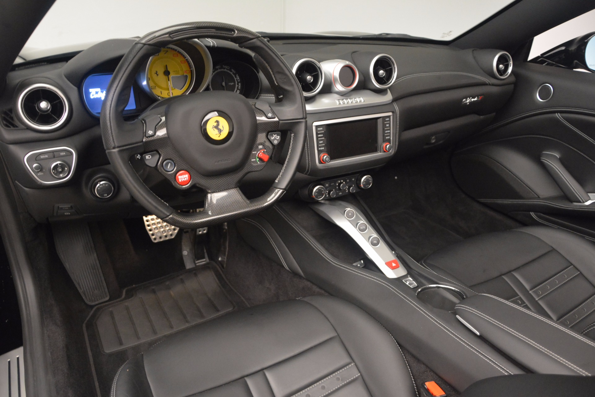 Used 2016 Ferrari California T  For Sale In Greenwich, CT. Alfa Romeo of Greenwich, 4425 1630_p25