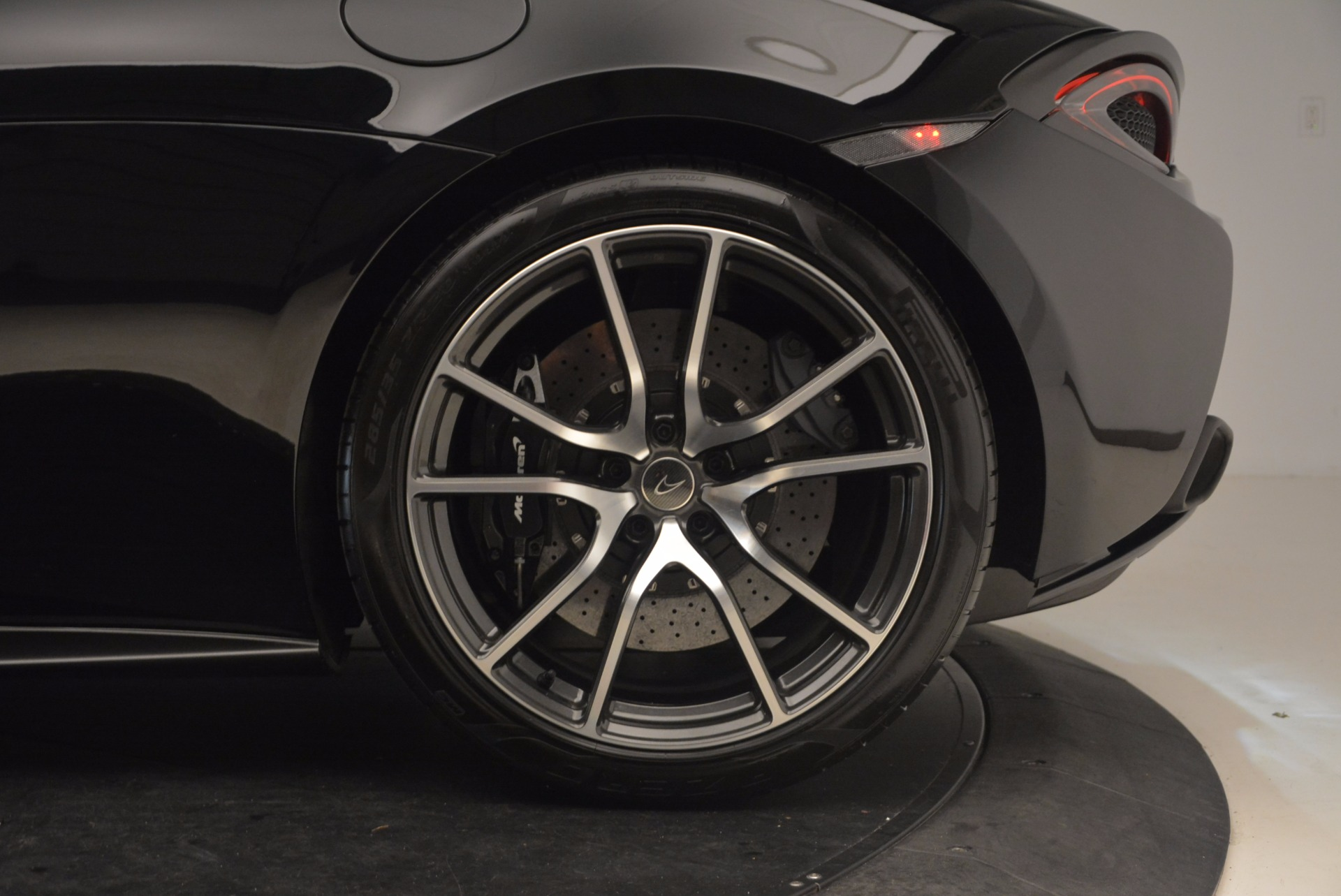 Used 2016 McLaren 570S  For Sale In Greenwich, CT. Alfa Romeo of Greenwich, 3114 1645_p13