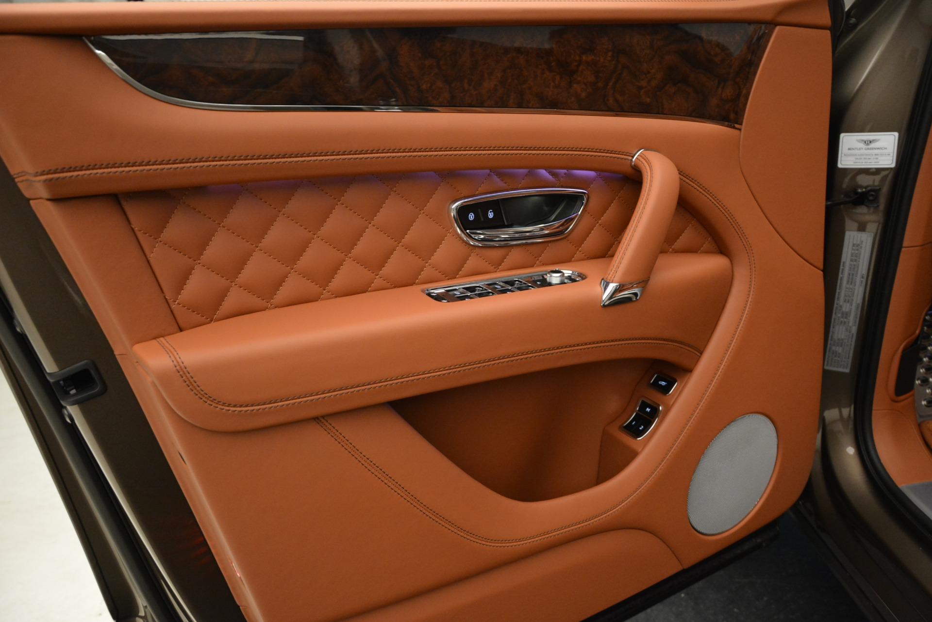 New 2018 Bentley Bentayga Signature For Sale In Greenwich, CT. Alfa Romeo of Greenwich, B1321 1654_p17