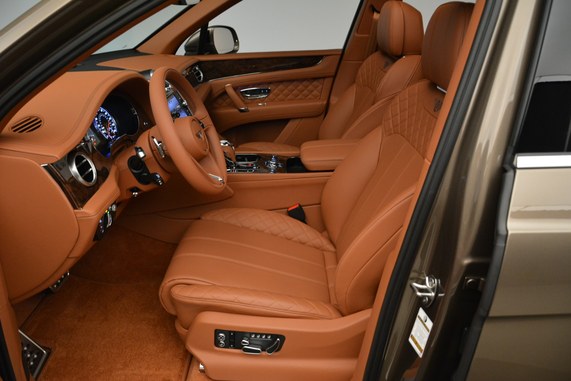 New 2018 Bentley Bentayga Signature For Sale In Greenwich, CT. Alfa Romeo of Greenwich, B1321 1654_p20