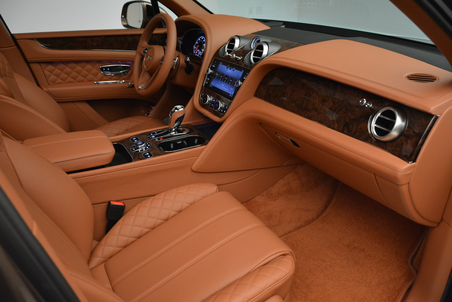 New 2018 Bentley Bentayga Signature For Sale In Greenwich, CT. Alfa Romeo of Greenwich, B1321 1654_p27