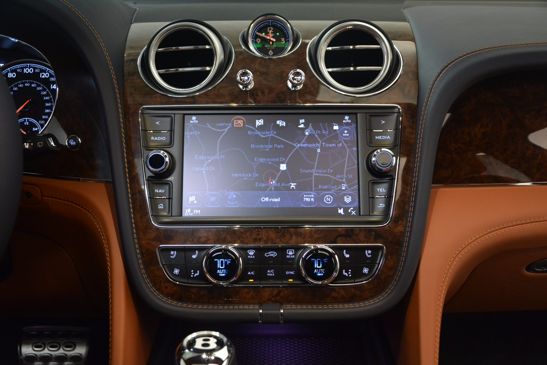 New 2018 Bentley Bentayga Signature For Sale In Greenwich, CT. Alfa Romeo of Greenwich, B1305 1675_p26