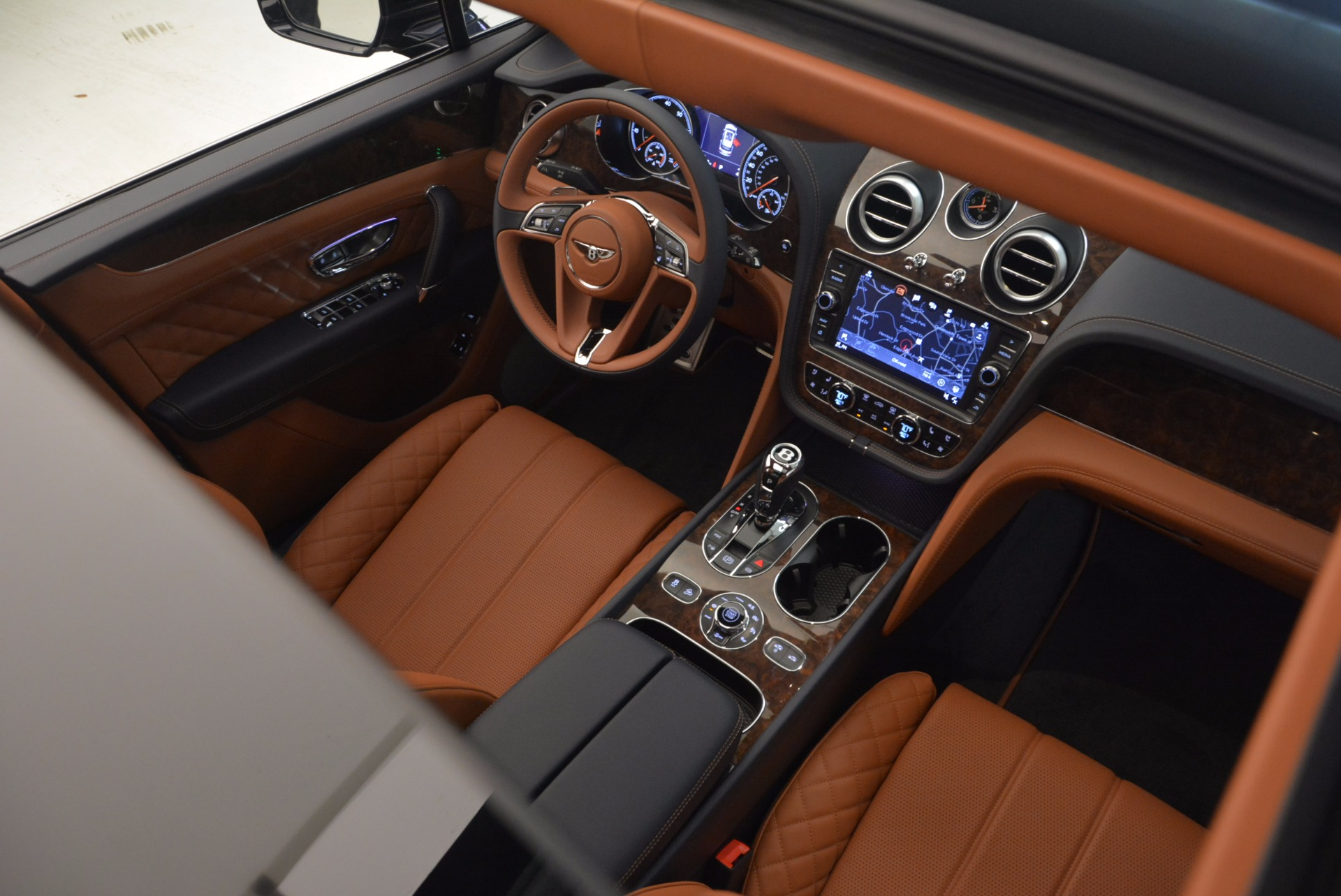 New 2018 Bentley Bentayga Signature For Sale In Greenwich, CT. Alfa Romeo of Greenwich, B1305 1675_p33