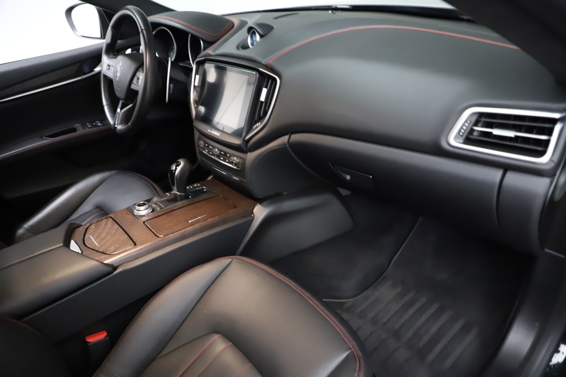 Used 2018 Maserati Ghibli S Q4 For Sale In Greenwich, CT. Alfa Romeo of Greenwich, M1957 1698_p23