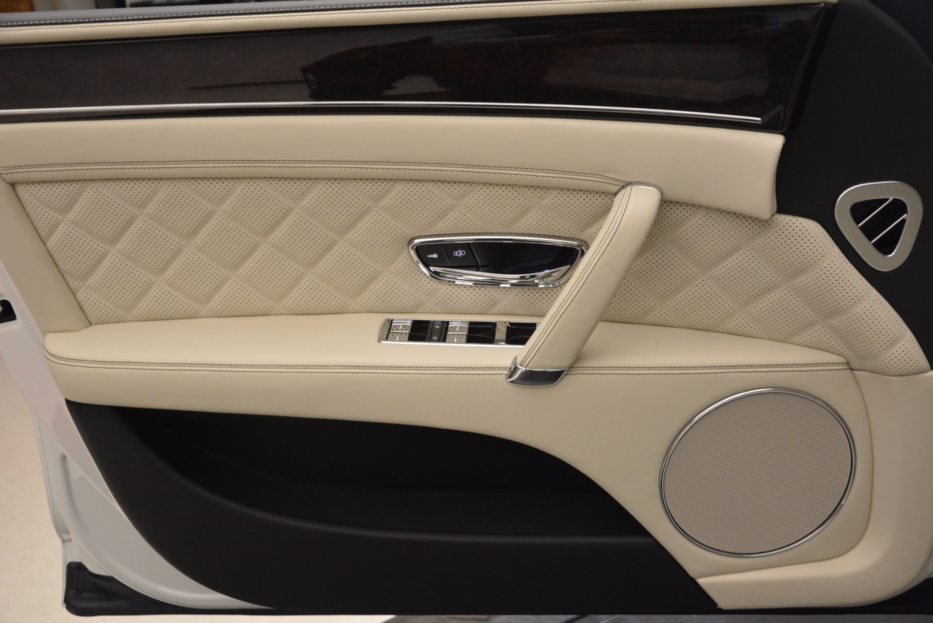 New 2017 Bentley Flying Spur W12 For Sale In Greenwich, CT. Alfa Romeo of Greenwich, B1307 1712_p22