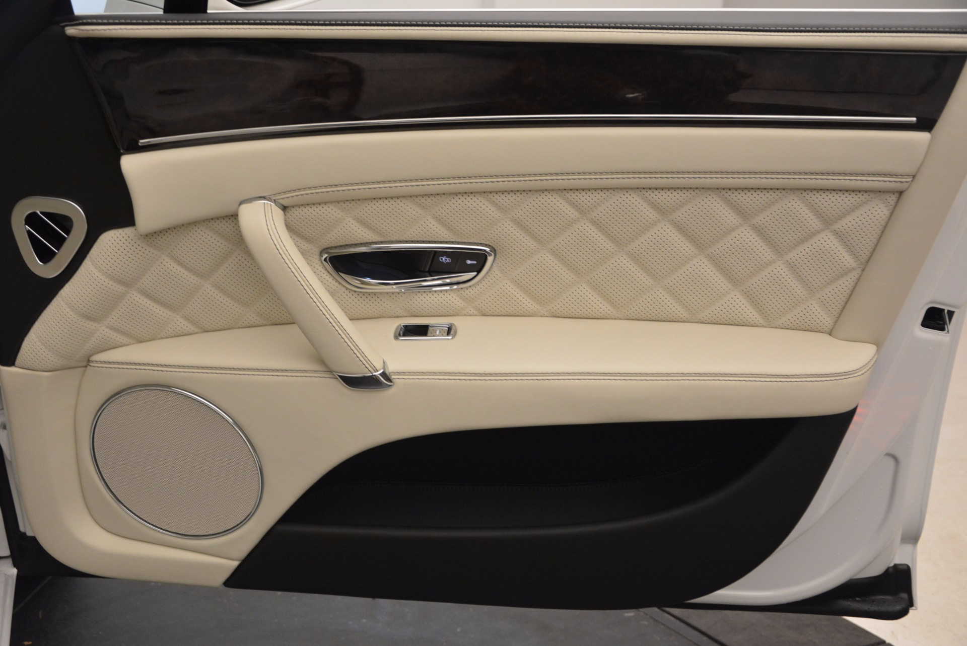 New 2017 Bentley Flying Spur W12 For Sale In Greenwich, CT. Alfa Romeo of Greenwich, B1307 1712_p45
