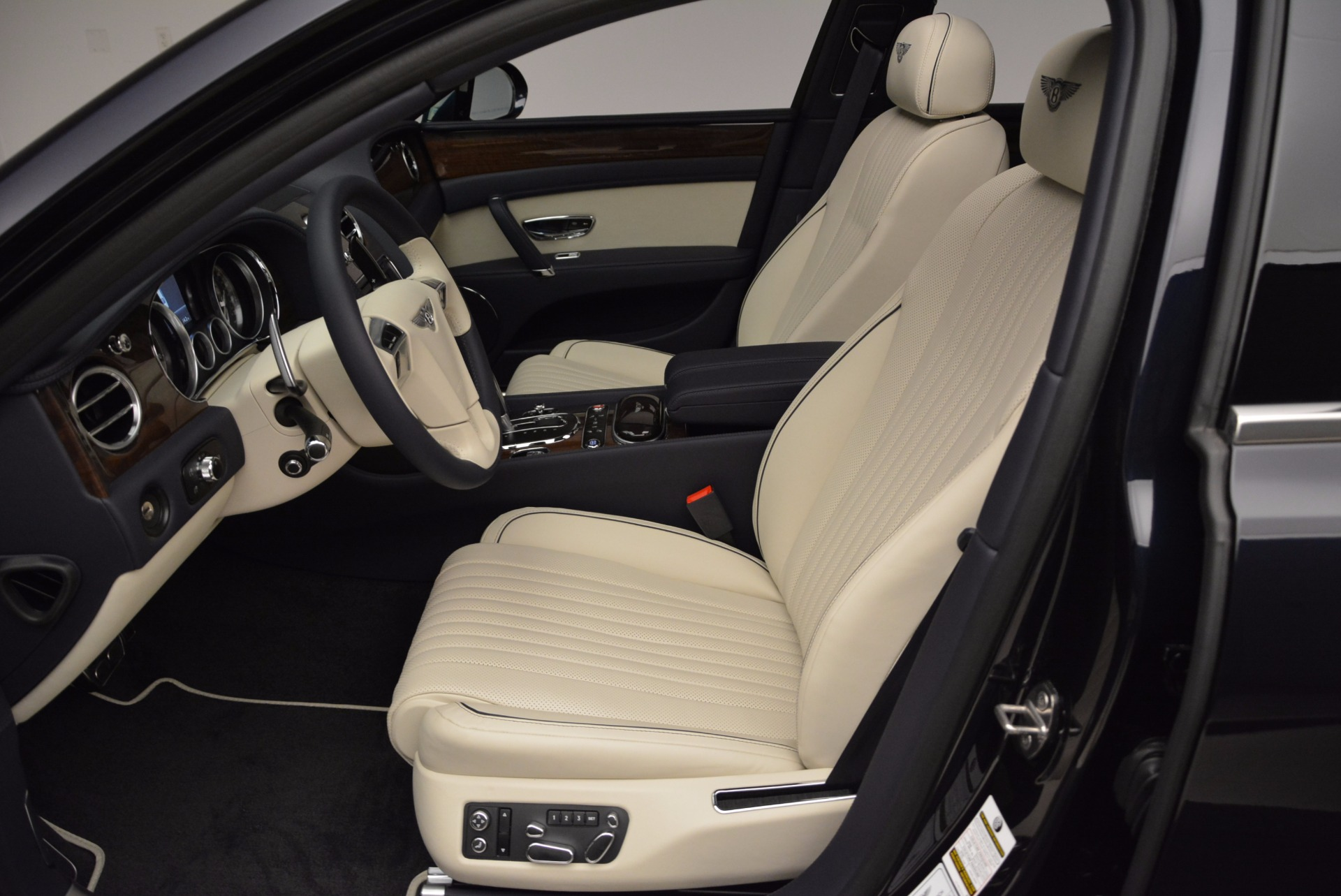New 2017 Bentley Flying Spur V8 For Sale In Greenwich, CT. Alfa Romeo of Greenwich, B1308 1713_p18