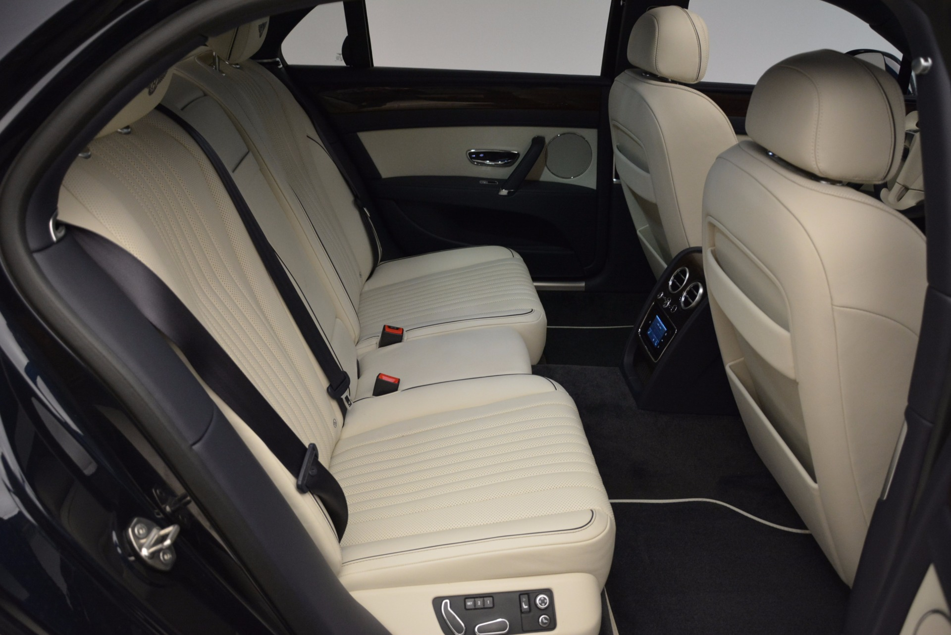 New 2017 Bentley Flying Spur V8 For Sale In Greenwich, CT. Alfa Romeo of Greenwich, B1308 1713_p31