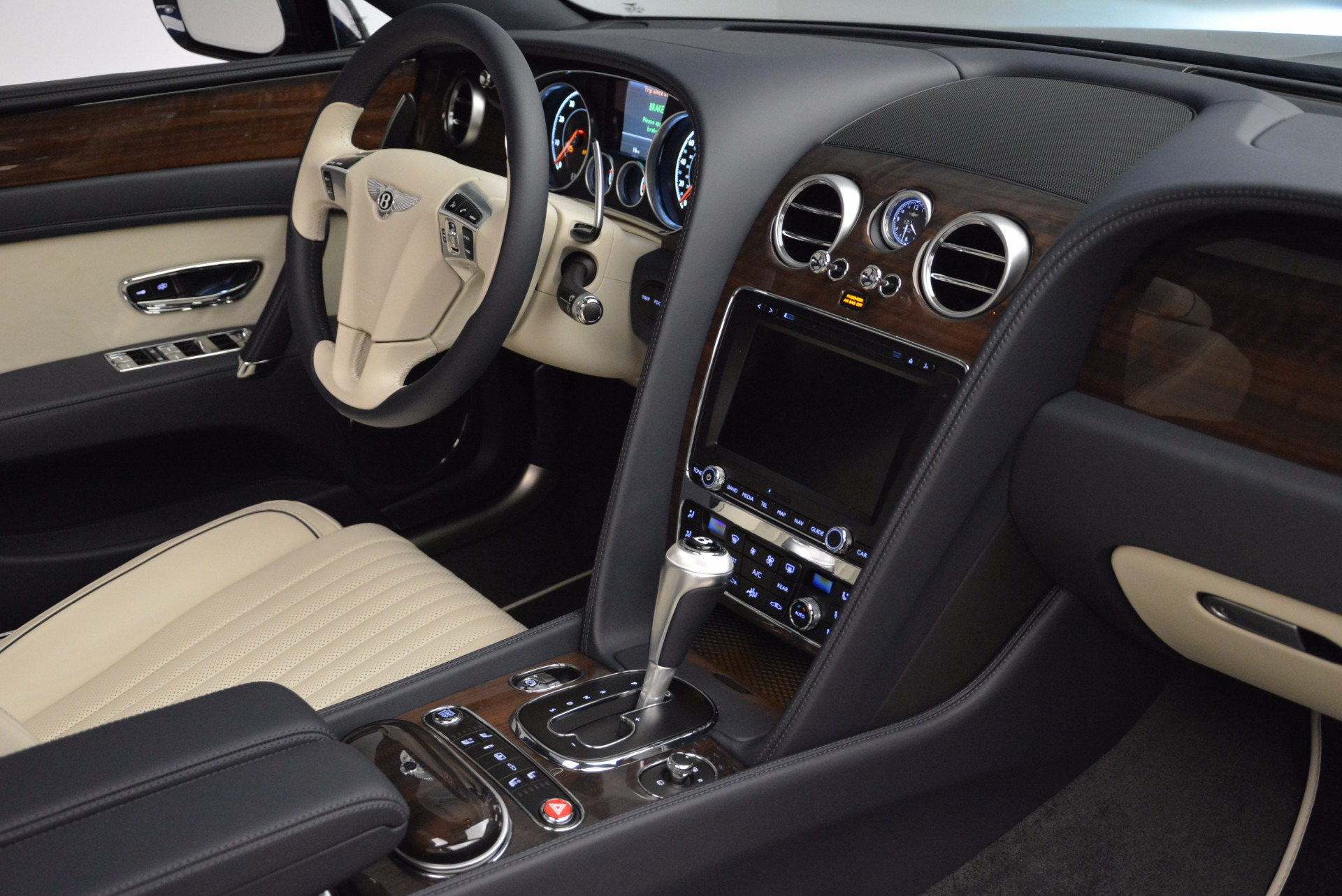 New 2017 Bentley Flying Spur V8 For Sale In Greenwich, CT. Alfa Romeo of Greenwich, B1308 1713_p33