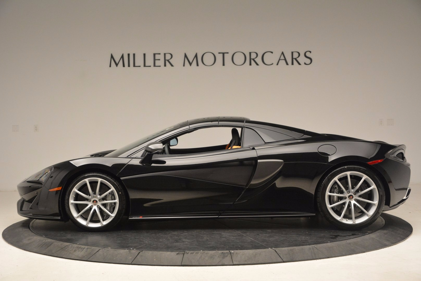 Used 2018 McLaren 570S Spider For Sale In Greenwich, CT. Alfa Romeo of Greenwich, MC323 1716_p14