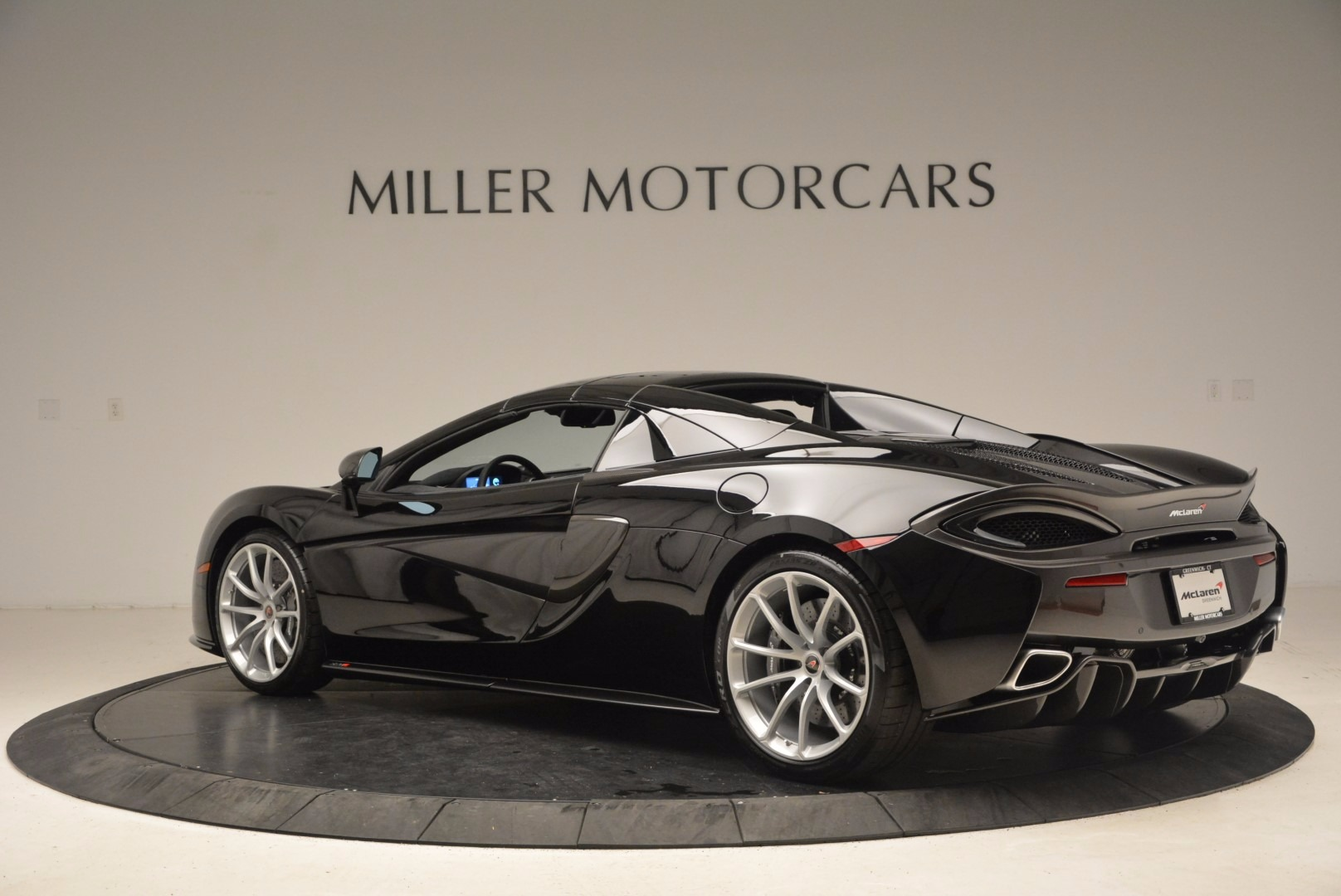 Used 2018 McLaren 570S Spider For Sale In Greenwich, CT. Alfa Romeo of Greenwich, MC323 1716_p15