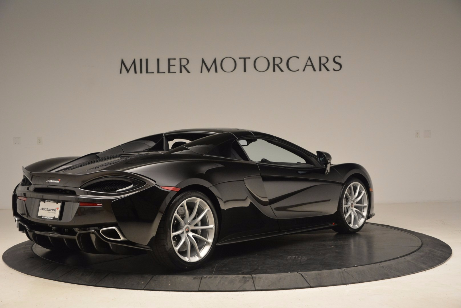 Used 2018 McLaren 570S Spider For Sale In Greenwich, CT. Alfa Romeo of Greenwich, MC323 1716_p17