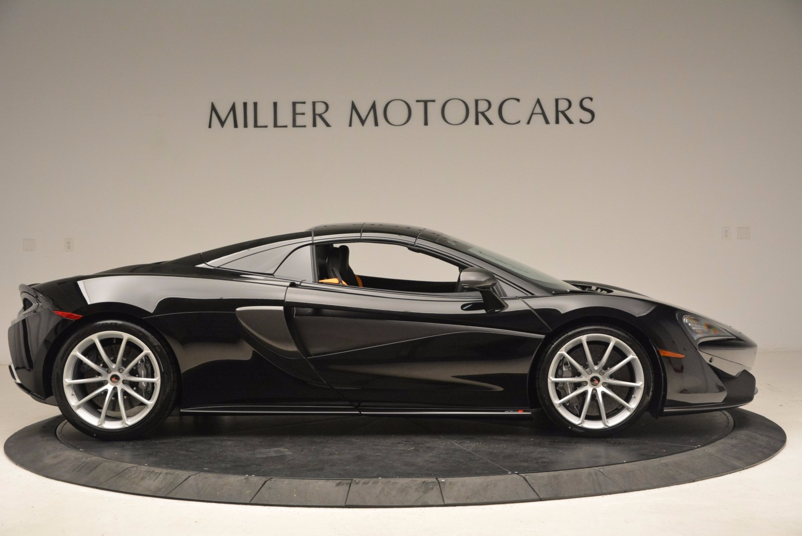 Used 2018 McLaren 570S Spider For Sale In Greenwich, CT. Alfa Romeo of Greenwich, MC323 1716_p18
