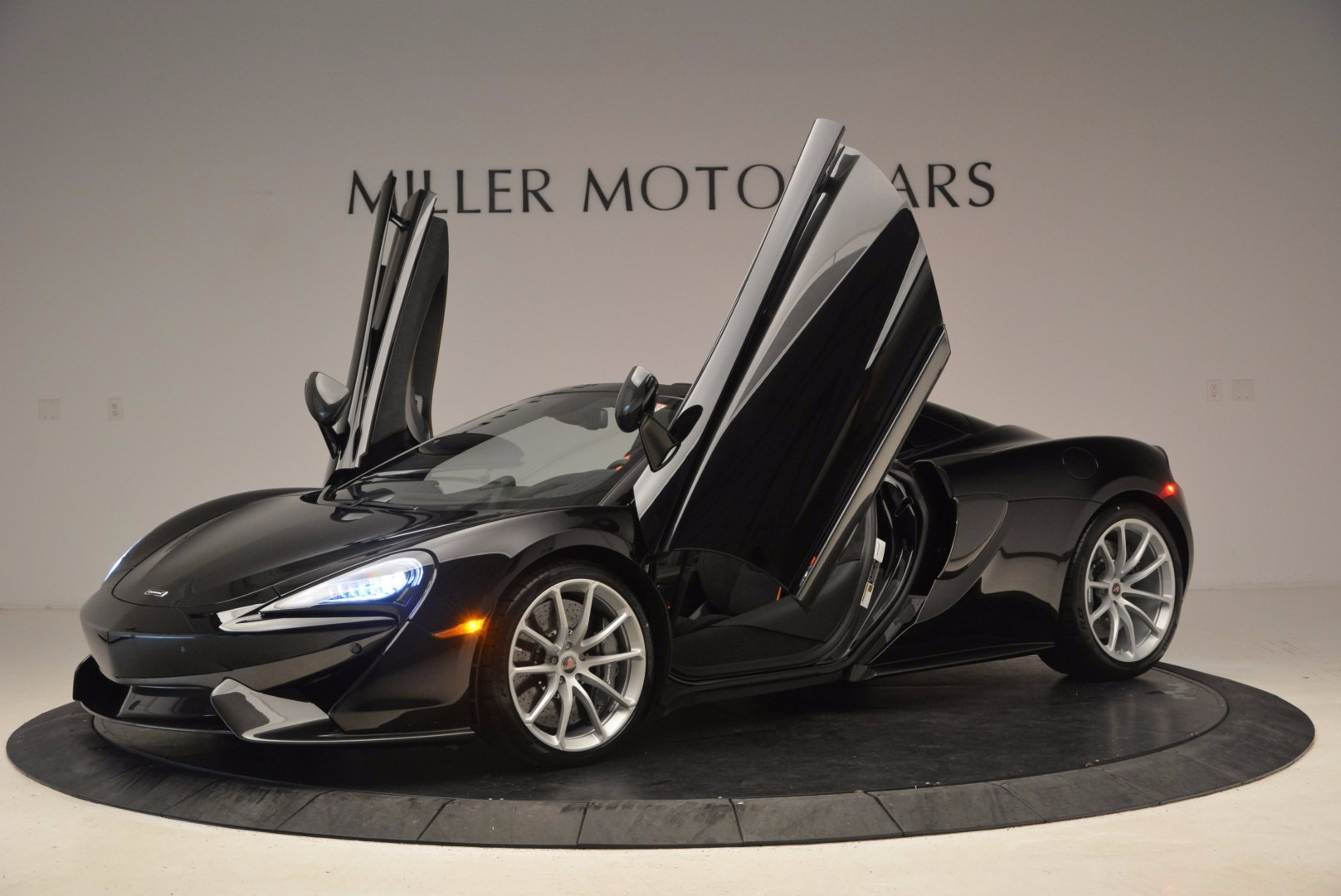 Used 2018 McLaren 570S Spider For Sale In Greenwich, CT. Alfa Romeo of Greenwich, MC323 1716_p22