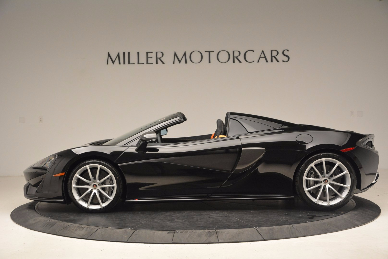 Used 2018 McLaren 570S Spider For Sale In Greenwich, CT. Alfa Romeo of Greenwich, MC323 1716_p3
