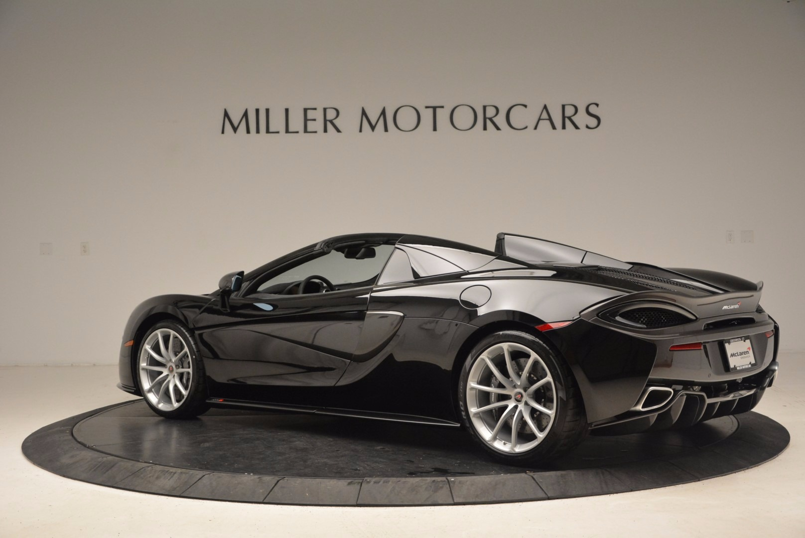 Used 2018 McLaren 570S Spider For Sale In Greenwich, CT. Alfa Romeo of Greenwich, MC323 1716_p4