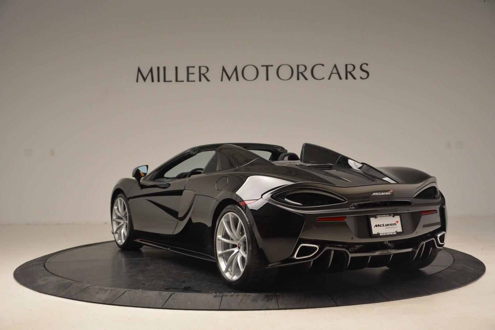 Used 2018 McLaren 570S Spider For Sale In Greenwich, CT. Alfa Romeo of Greenwich, MC323 1716_p5