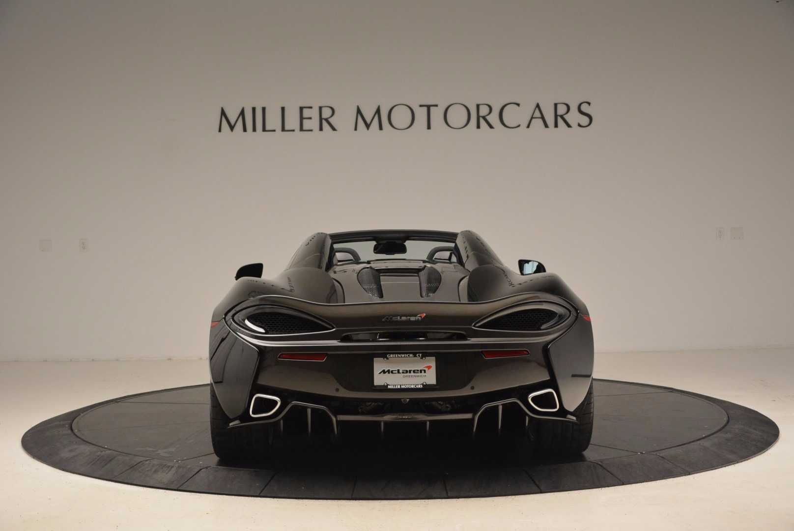 Used 2018 McLaren 570S Spider For Sale In Greenwich, CT. Alfa Romeo of Greenwich, MC323 1716_p6