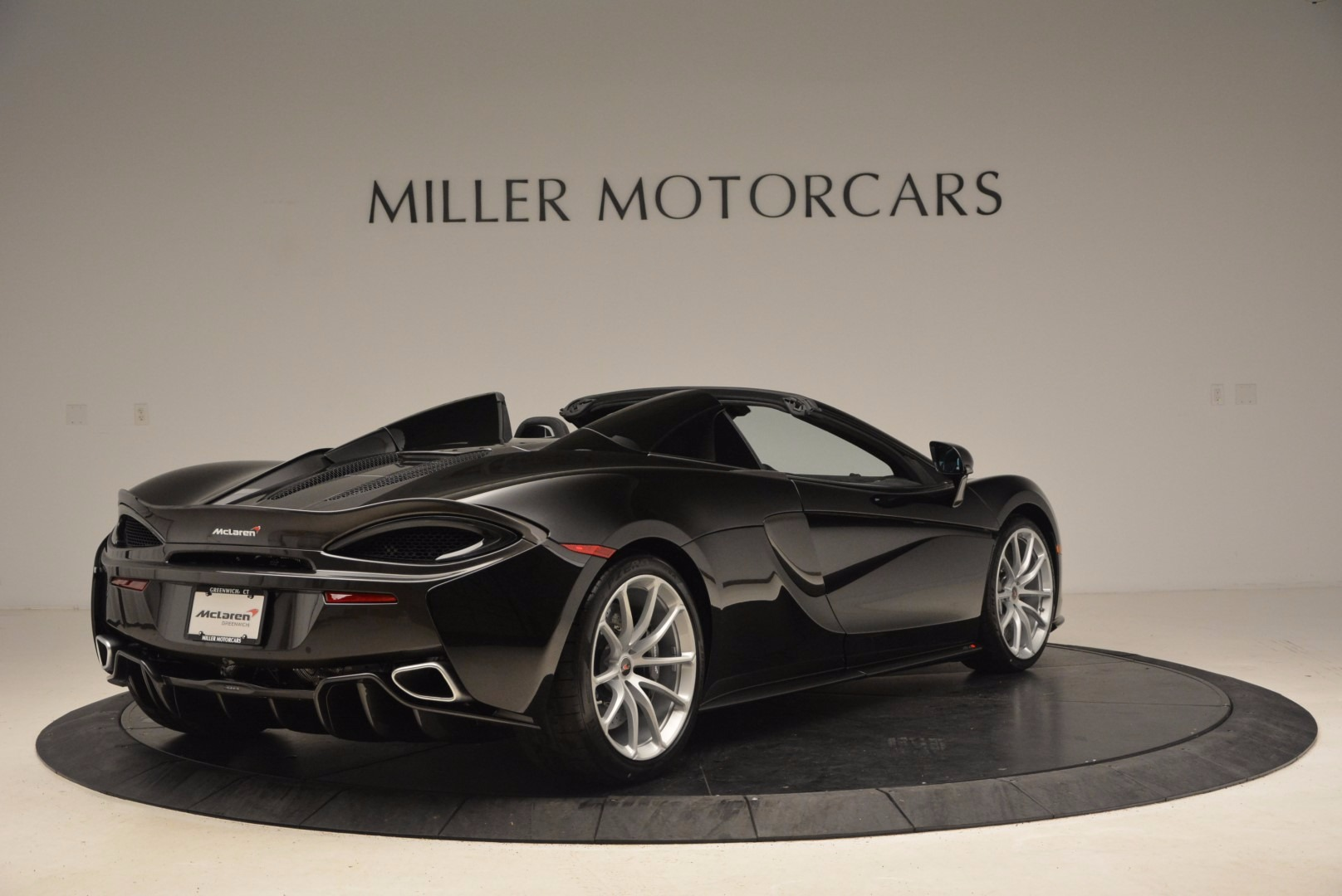 Used 2018 McLaren 570S Spider For Sale In Greenwich, CT. Alfa Romeo of Greenwich, MC323 1716_p7