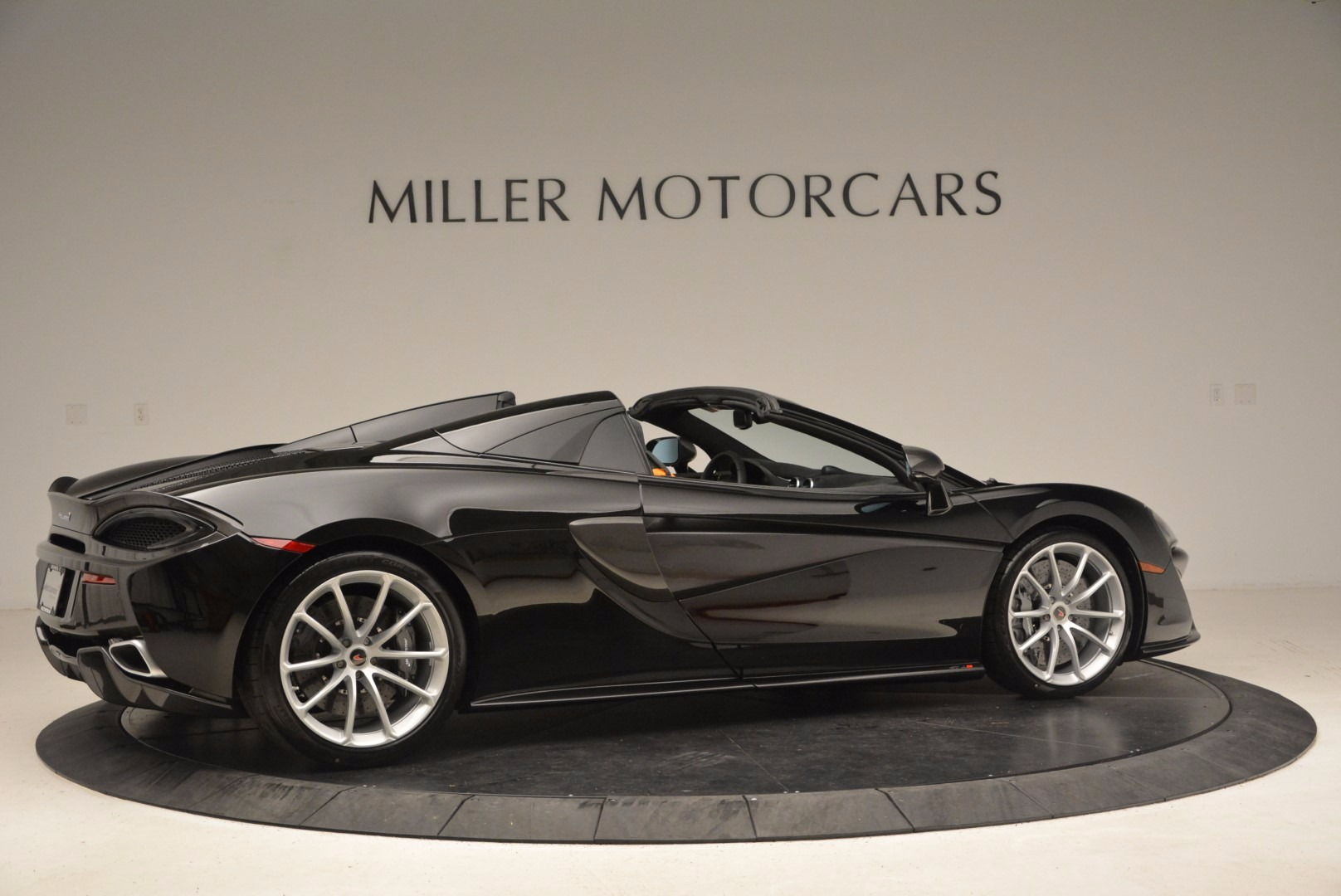 Used 2018 McLaren 570S Spider For Sale In Greenwich, CT. Alfa Romeo of Greenwich, MC323 1716_p8