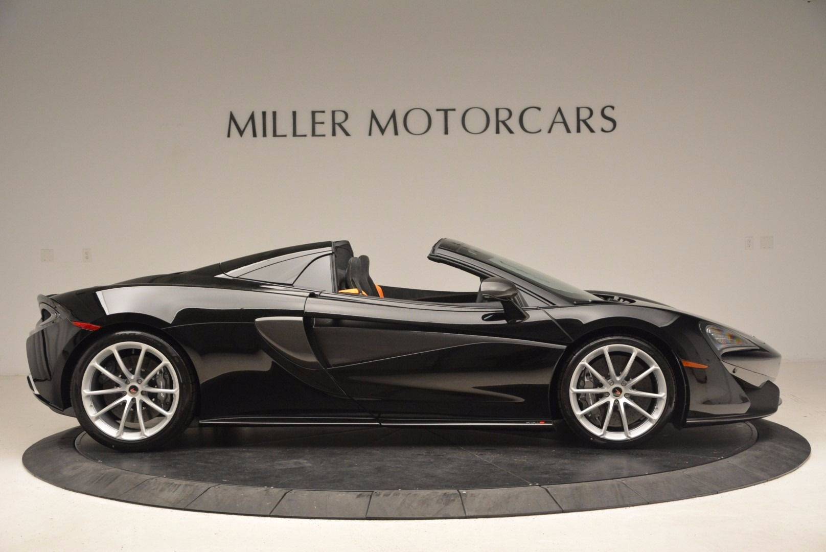 Used 2018 McLaren 570S Spider For Sale In Greenwich, CT. Alfa Romeo of Greenwich, MC323 1716_p9