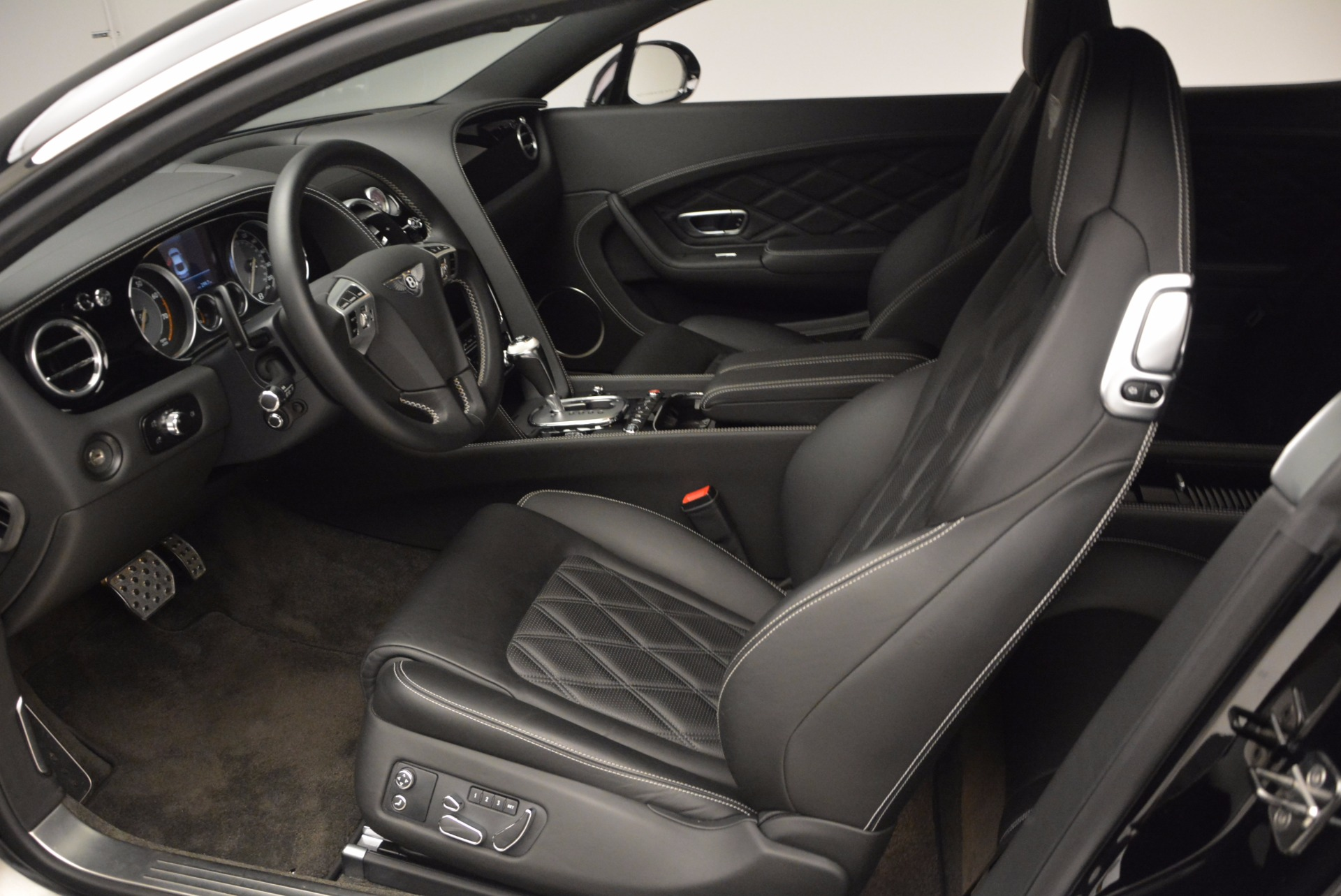 Used 2012 Bentley Continental GT W12 For Sale In Greenwich, CT. Alfa Romeo of Greenwich, 7409 1717_p16