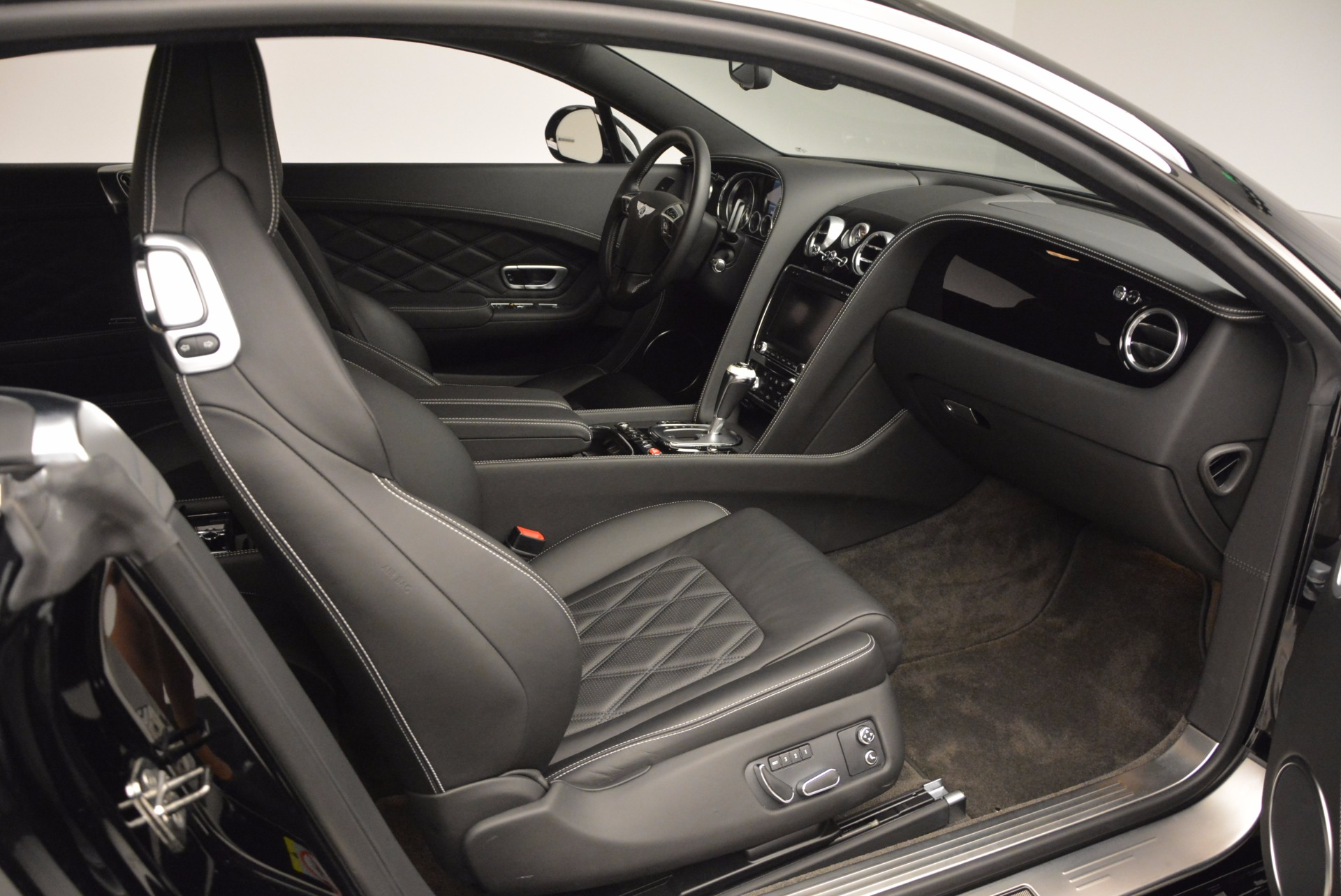 Used 2012 Bentley Continental GT W12 For Sale In Greenwich, CT. Alfa Romeo of Greenwich, 7409 1717_p29