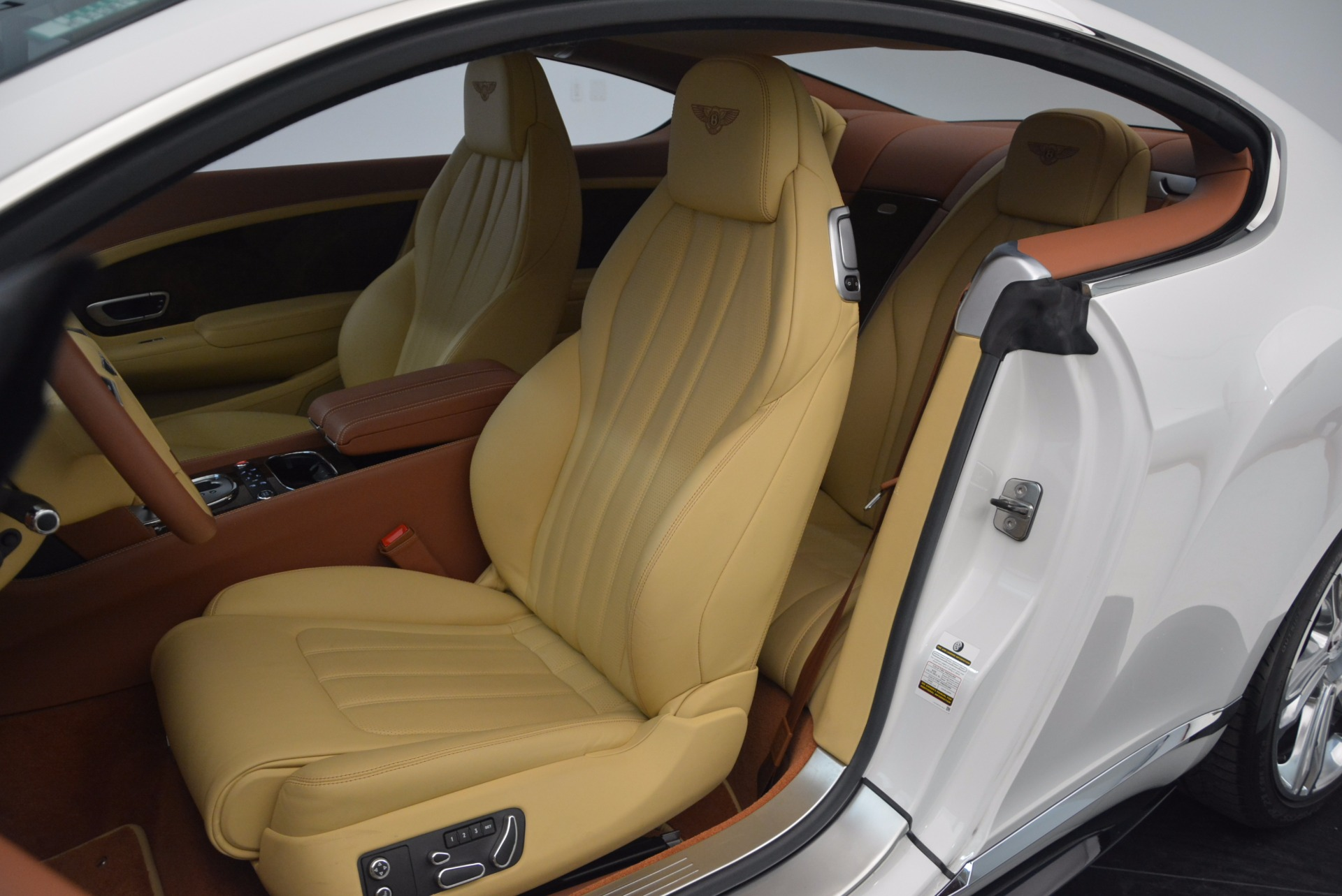 Used 2014 Bentley Continental GT V8 S For Sale In Greenwich, CT. Alfa Romeo of Greenwich, B1306A 1733_p25