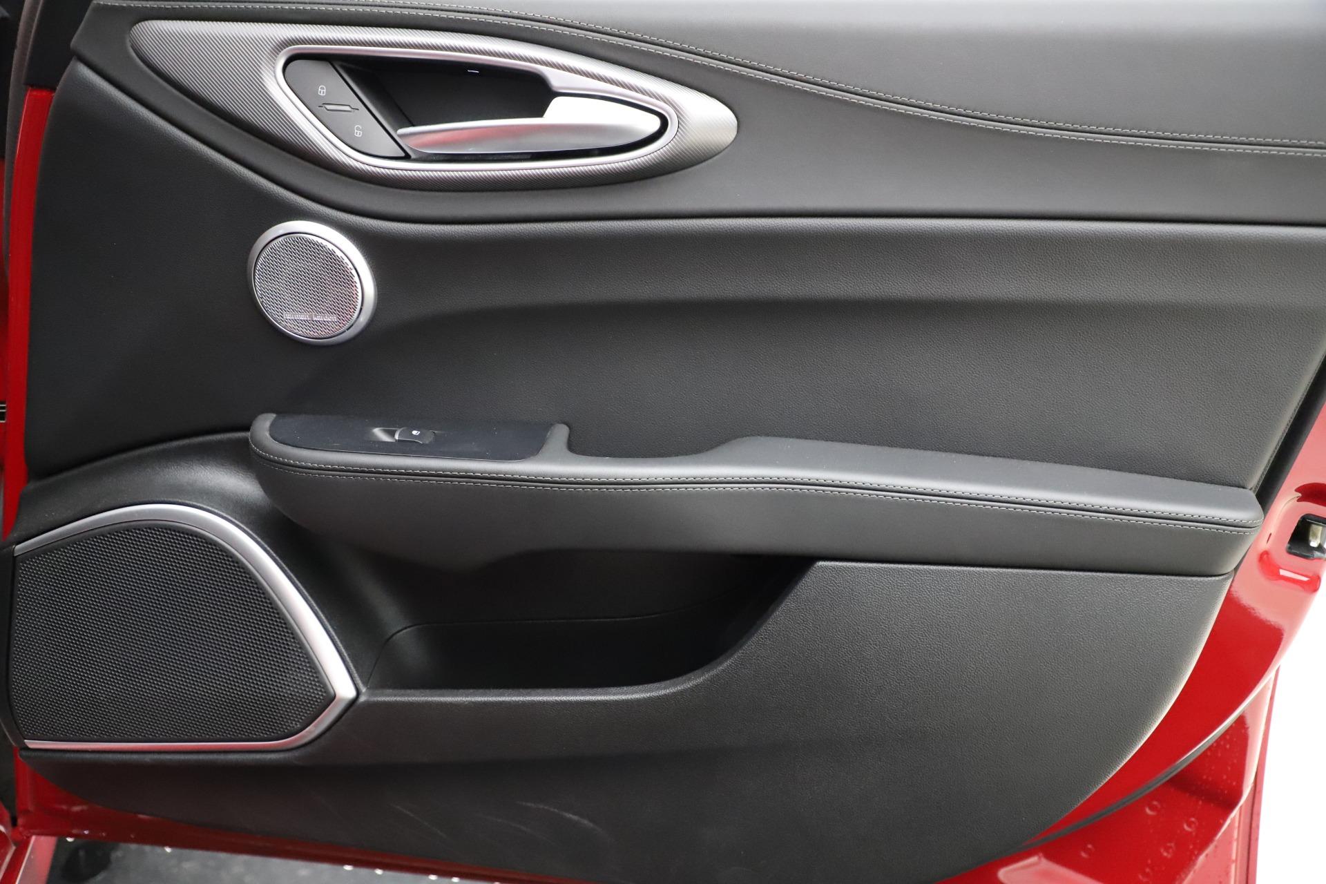 New 2018 Alfa Romeo Giulia Ti Sport Q4 For Sale In Greenwich, CT. Alfa Romeo of Greenwich, LW072 1766_p25