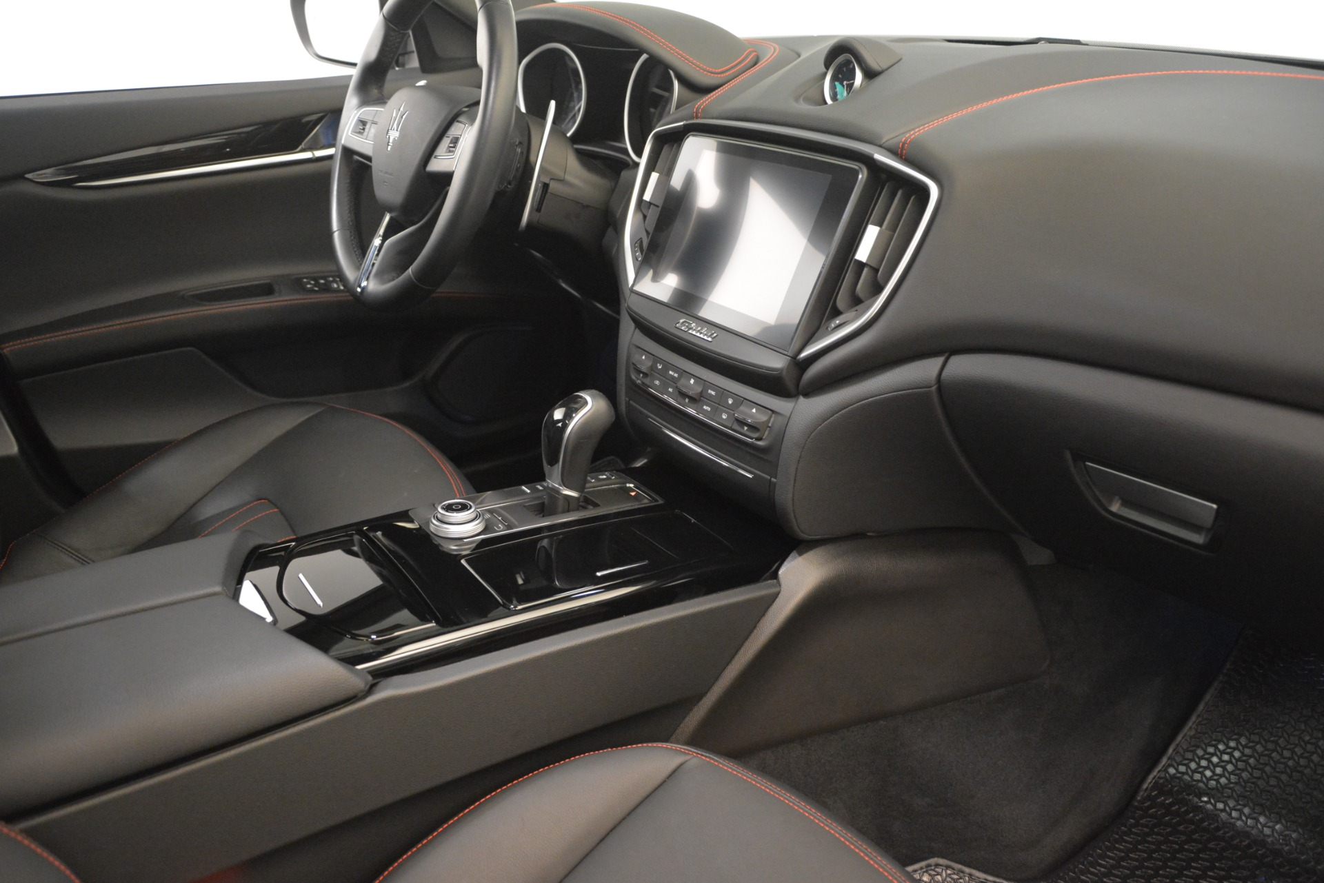 Used 2018 Maserati Ghibli S Q4 For Sale In Greenwich, CT. Alfa Romeo of Greenwich, M1968 1772_p18