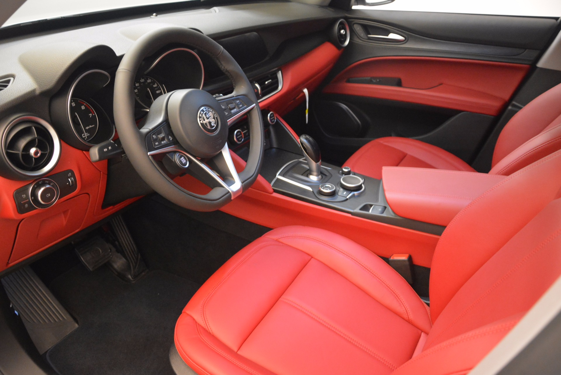 New 2018 Alfa Romeo Stelvio Ti Sport Q4 For Sale In Greenwich, CT. Alfa Romeo of Greenwich, L303 1777_p13