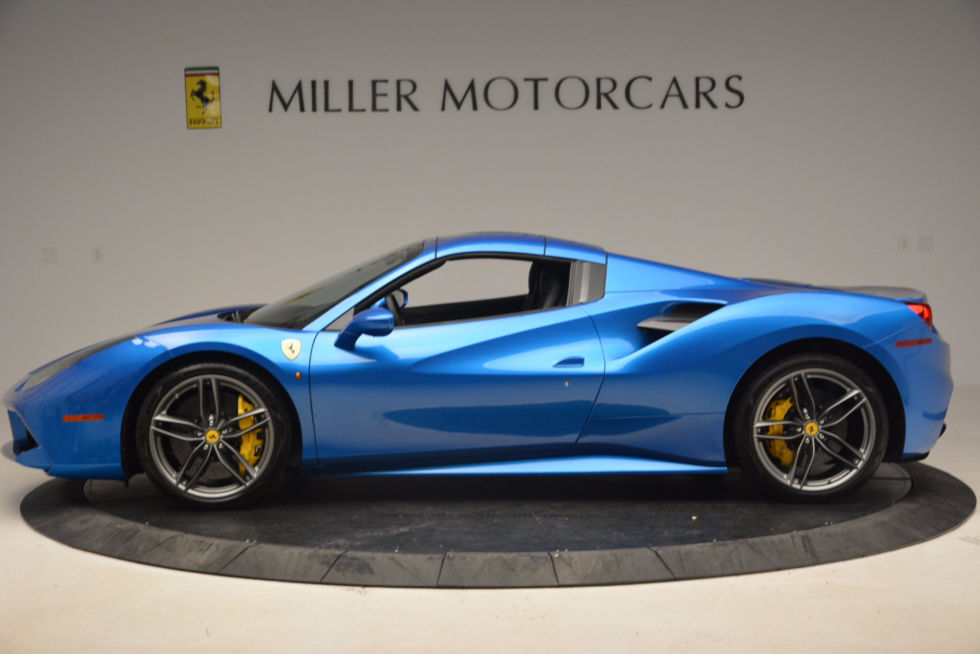 Used 2017 Ferrari 488 Spider  For Sale In Greenwich, CT. Alfa Romeo of Greenwich, 4436 1791_p14