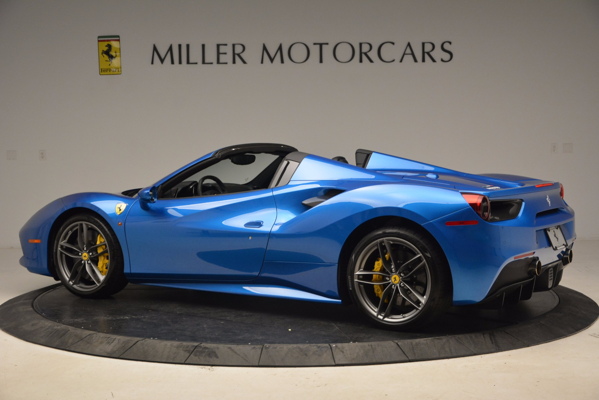 Used 2017 Ferrari 488 Spider  For Sale In Greenwich, CT. Alfa Romeo of Greenwich, 4436 1791_p4