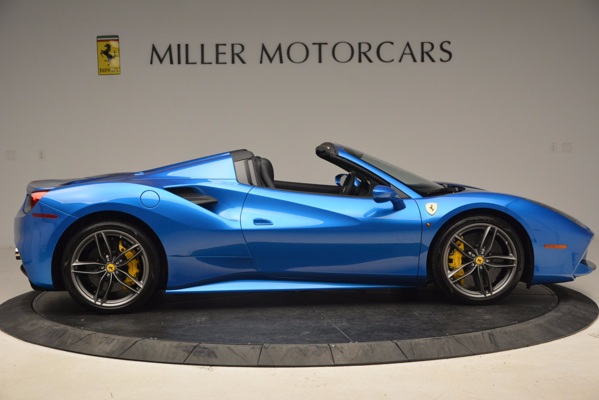Used 2017 Ferrari 488 Spider  For Sale In Greenwich, CT. Alfa Romeo of Greenwich, 4436 1791_p9