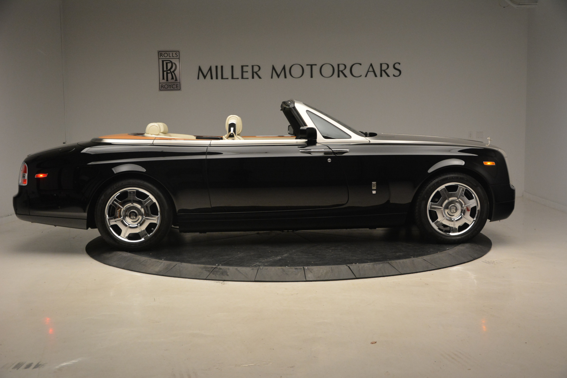 Used 2009 Rolls-Royce Phantom Drophead Coupe  For Sale In Greenwich, CT. Alfa Romeo of Greenwich, 7296 1792_p10