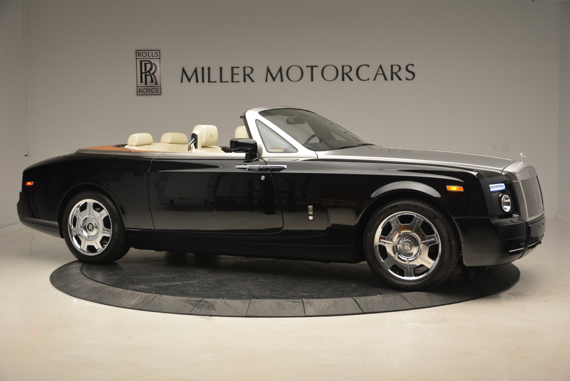 Used 2009 Rolls-Royce Phantom Drophead Coupe  For Sale In Greenwich, CT. Alfa Romeo of Greenwich, 7296 1792_p11