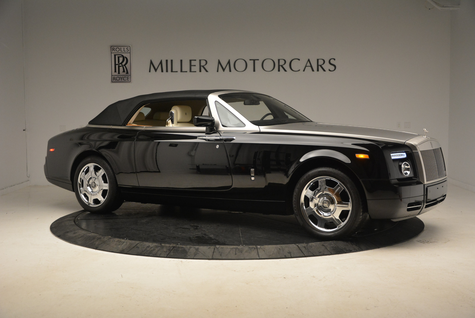 Used 2009 Rolls-Royce Phantom Drophead Coupe  For Sale In Greenwich, CT. Alfa Romeo of Greenwich, 7296 1792_p22