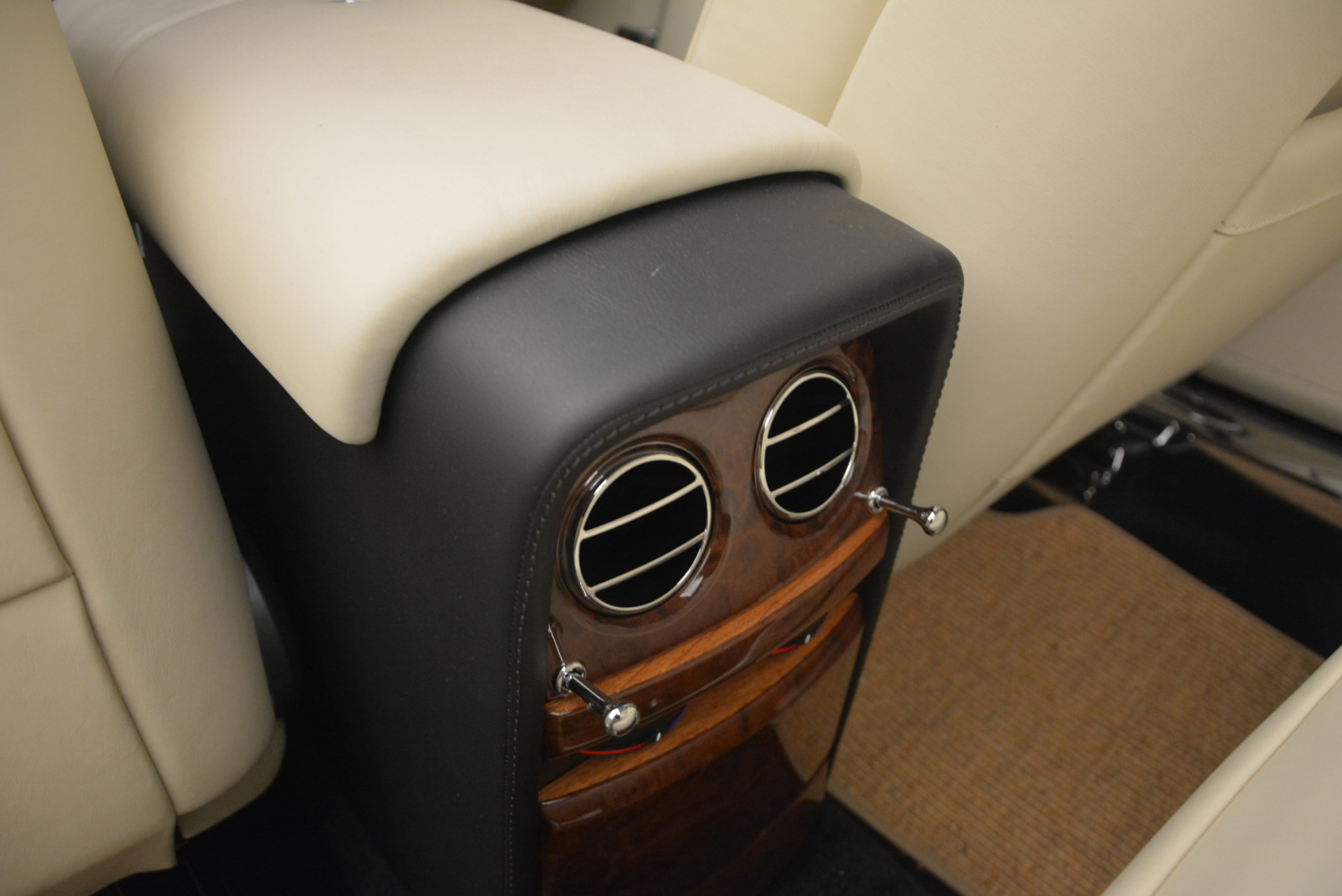 Used 2009 Rolls-Royce Phantom Drophead Coupe  For Sale In Greenwich, CT. Alfa Romeo of Greenwich, 7296 1792_p36