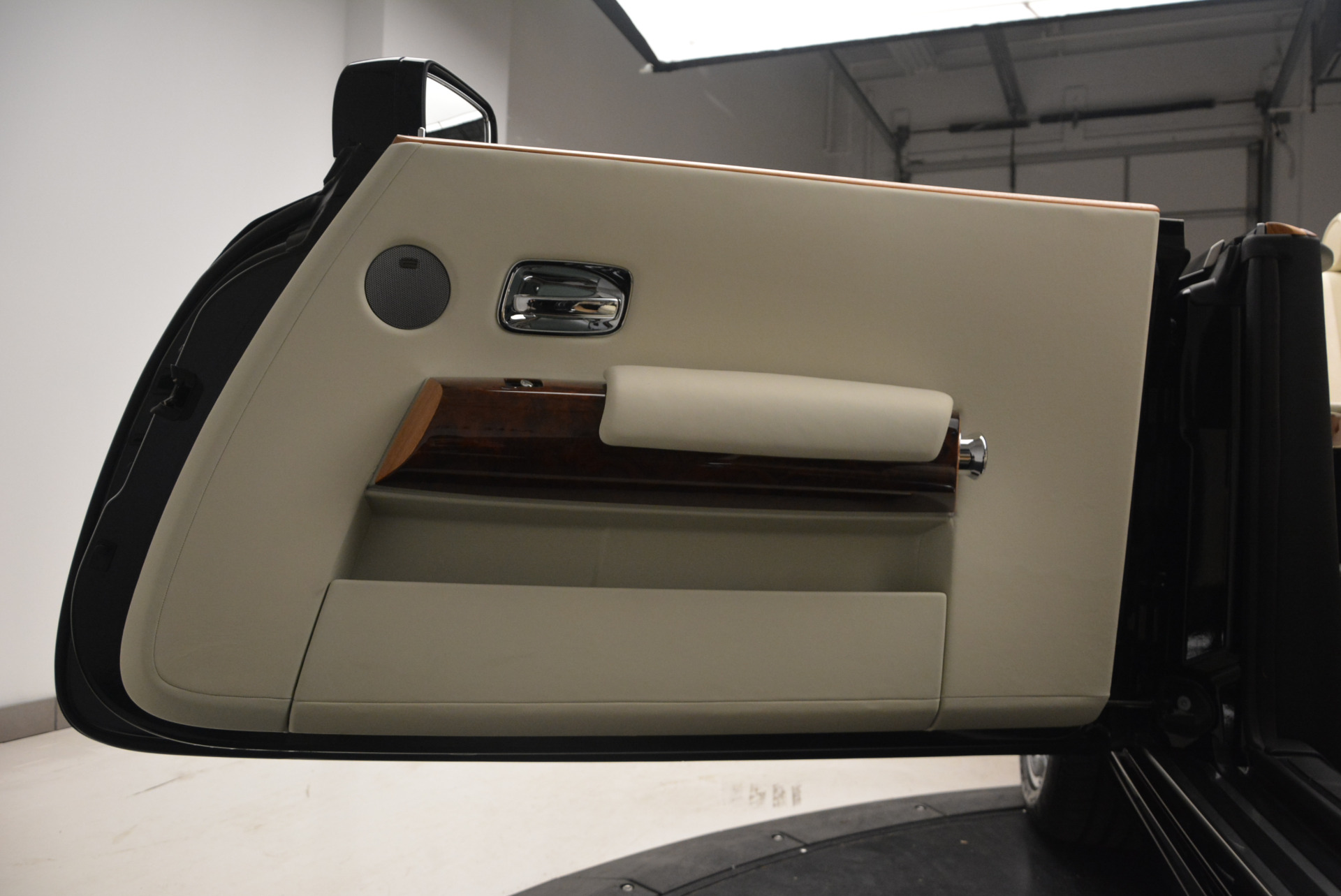 Used 2009 Rolls-Royce Phantom Drophead Coupe  For Sale In Greenwich, CT. Alfa Romeo of Greenwich, 7296 1792_p37