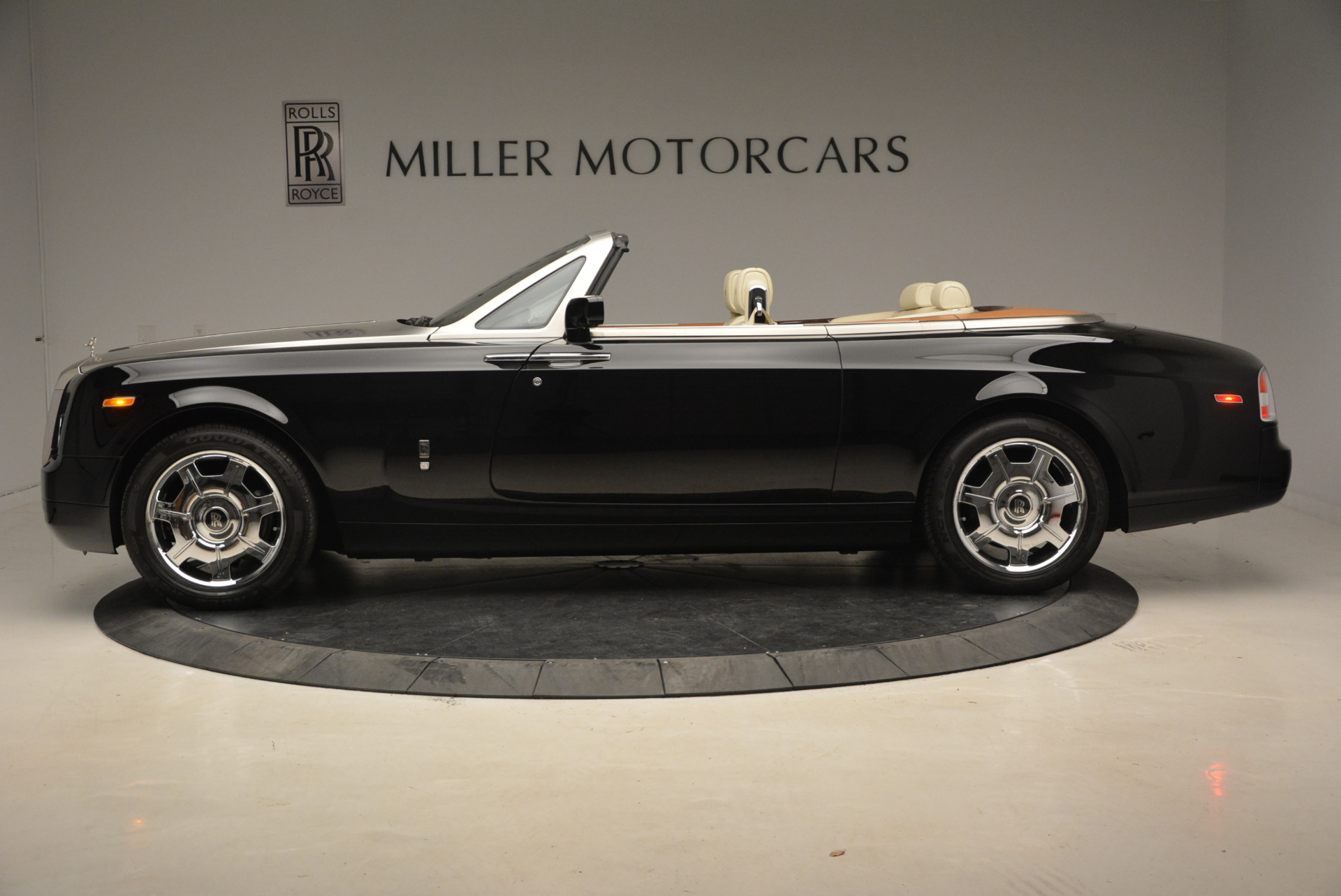 Used 2009 Rolls-Royce Phantom Drophead Coupe  For Sale In Greenwich, CT. Alfa Romeo of Greenwich, 7296 1792_p3