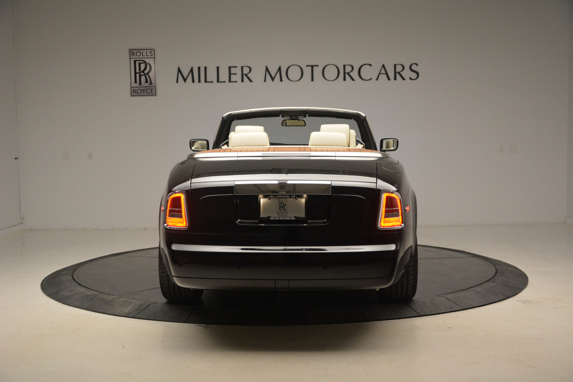 Used 2009 Rolls-Royce Phantom Drophead Coupe  For Sale In Greenwich, CT. Alfa Romeo of Greenwich, 7296 1792_p6