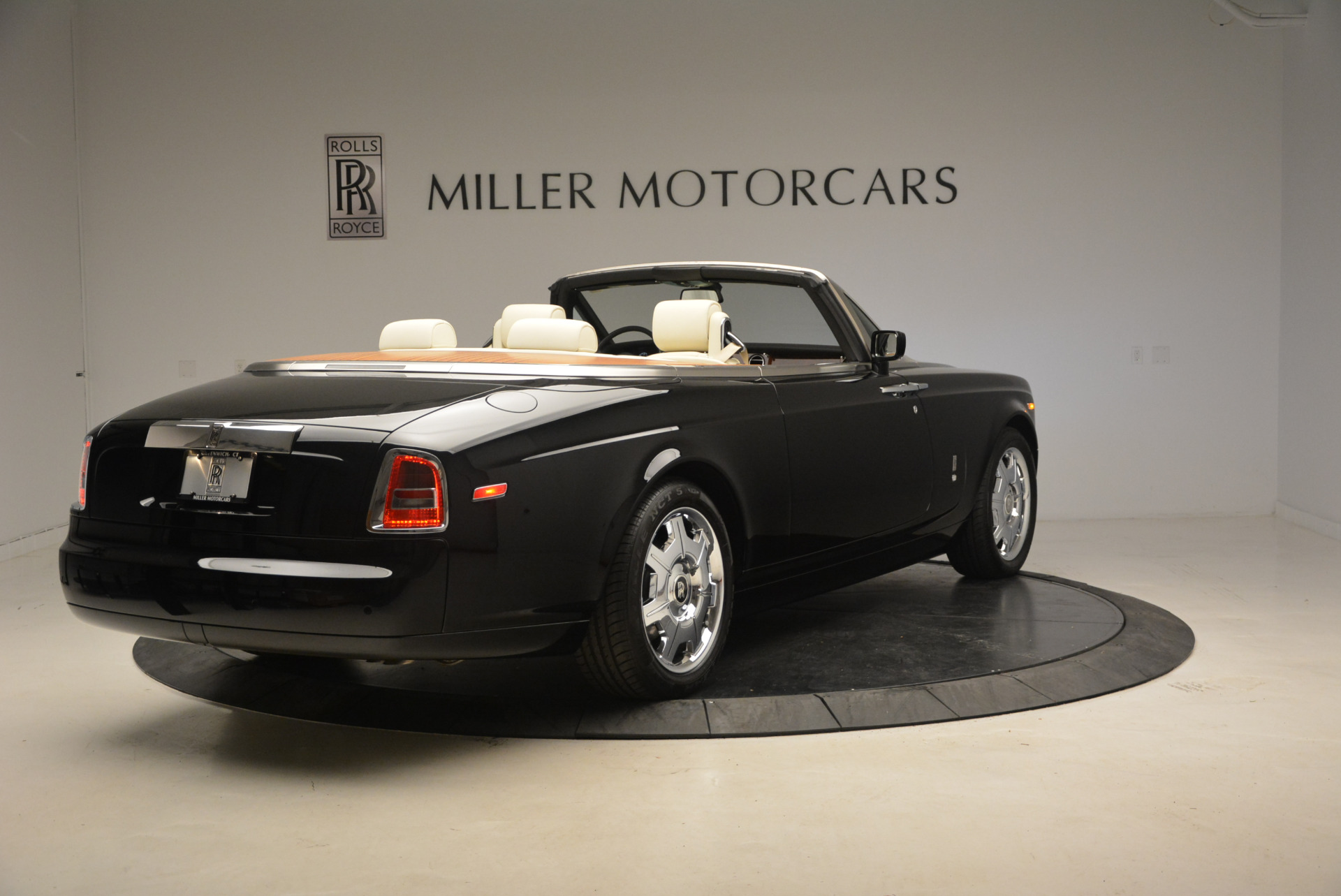 Used 2009 Rolls-Royce Phantom Drophead Coupe  For Sale In Greenwich, CT. Alfa Romeo of Greenwich, 7296 1792_p8