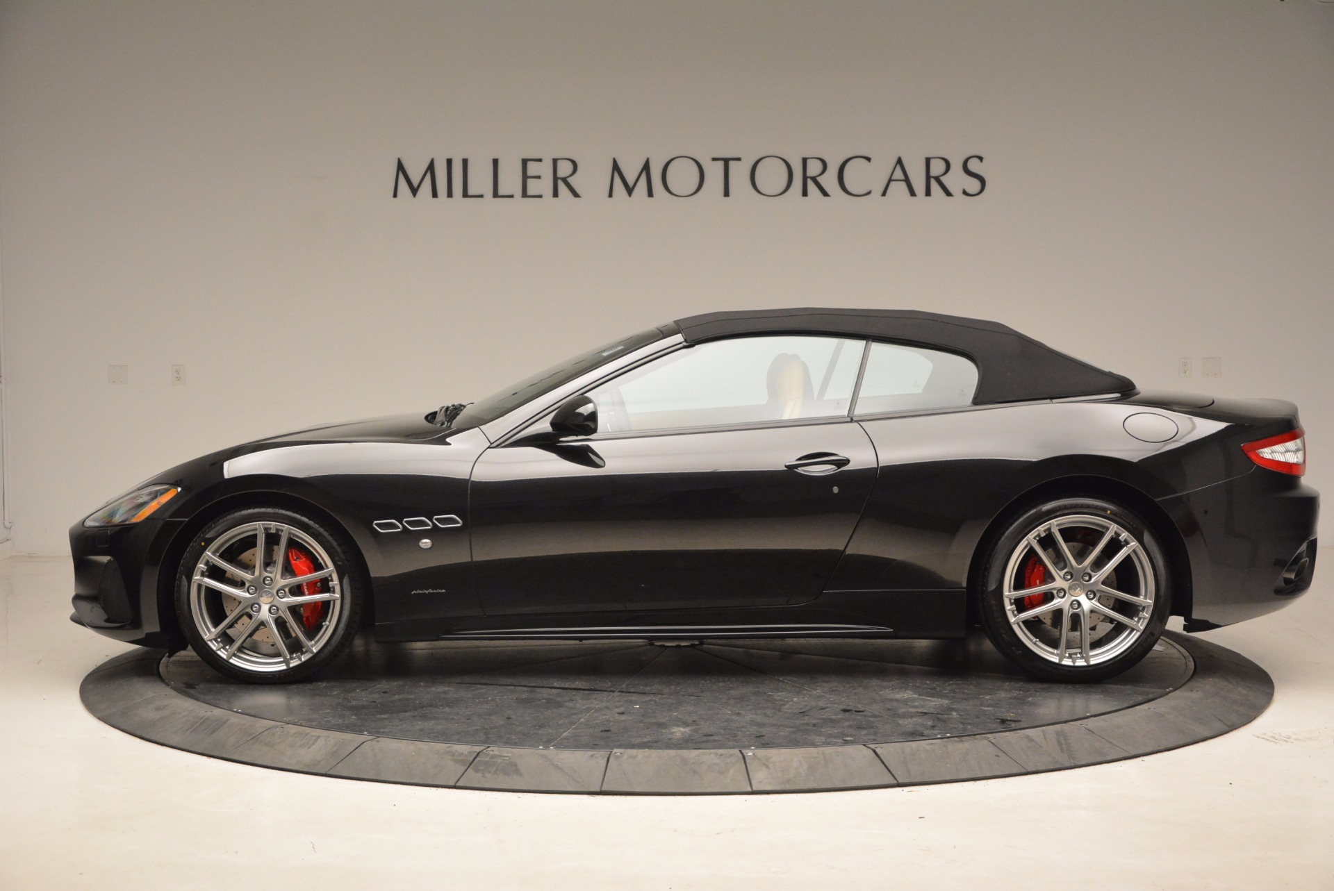 New 2018 Maserati GranTurismo Sport Convertible For Sale In Greenwich, CT. Alfa Romeo of Greenwich, M1970 1795_p15