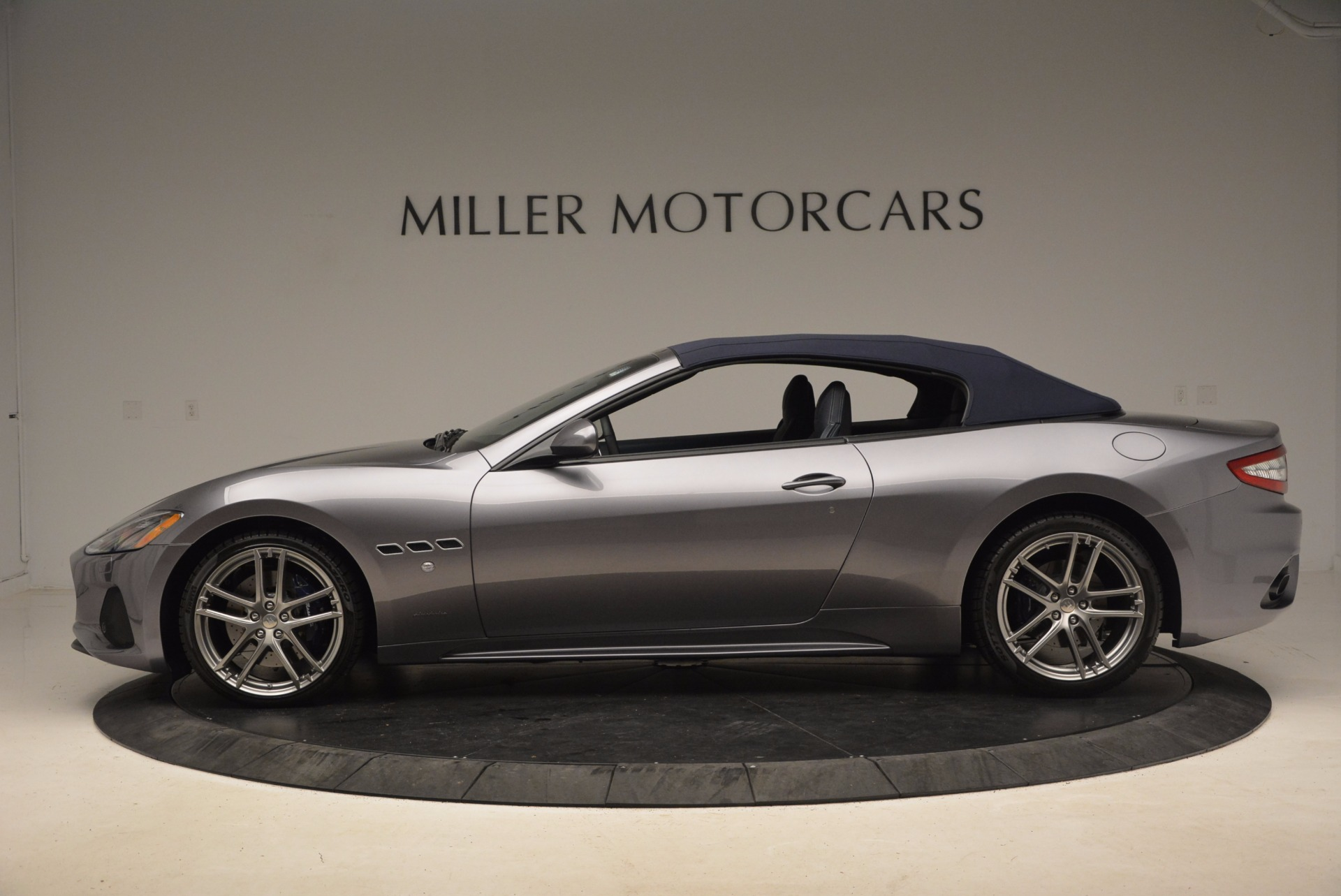 New 2018 Maserati GranTurismo Sport Convertible For Sale In Greenwich, CT. Alfa Romeo of Greenwich, W647 1802_p5