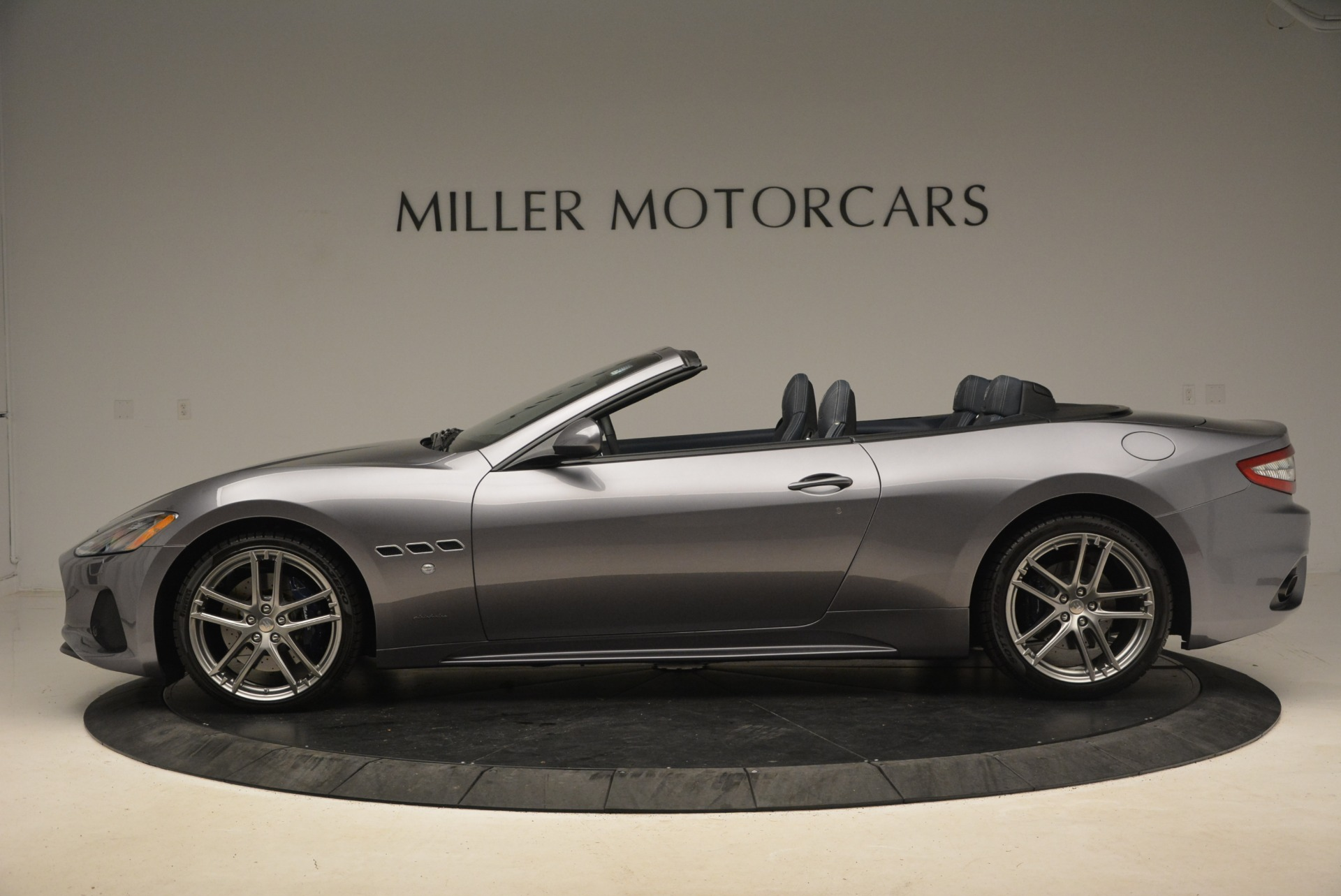 New 2018 Maserati GranTurismo Sport Convertible For Sale In Greenwich, CT. Alfa Romeo of Greenwich, W647 1802_p6