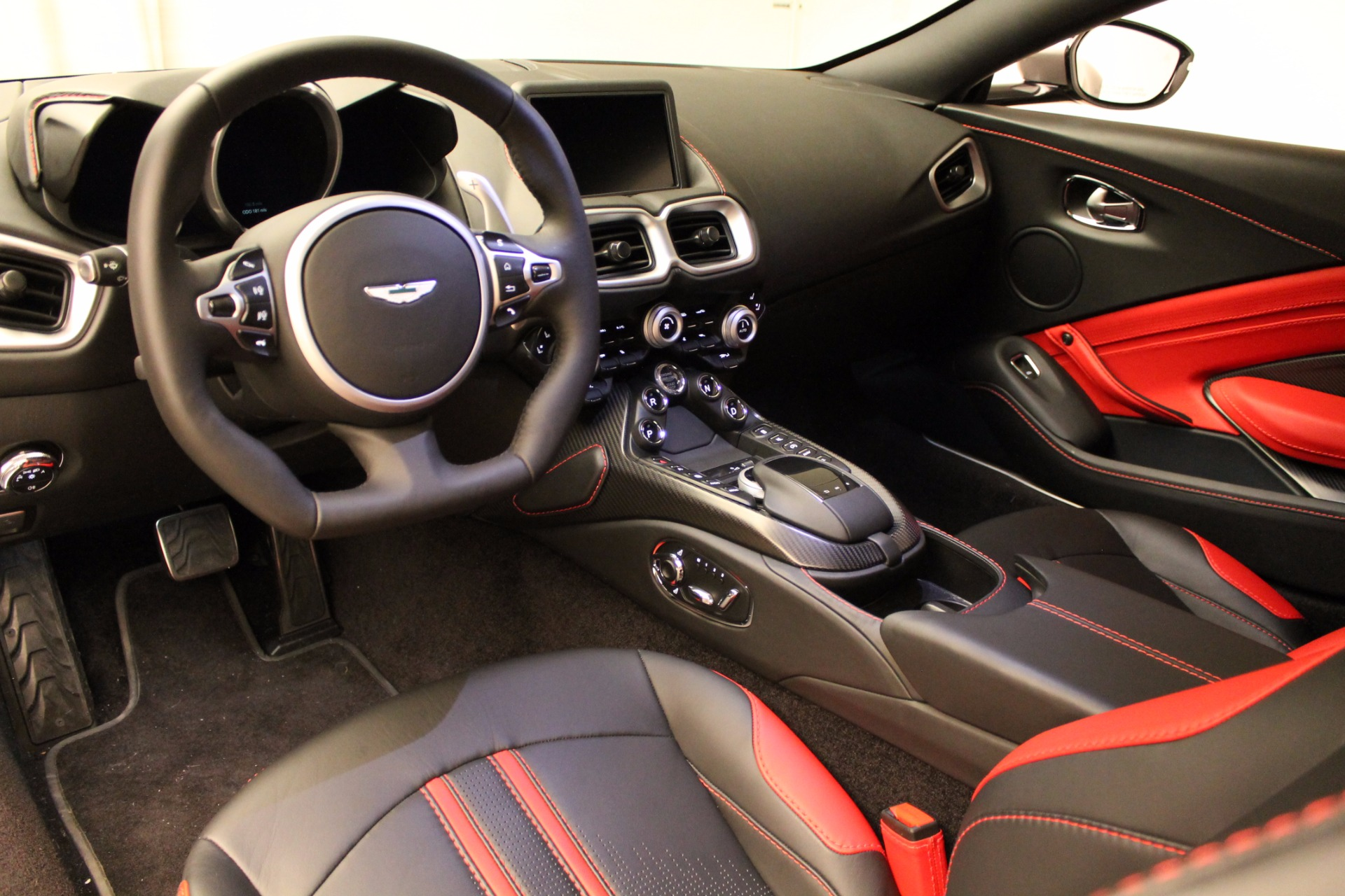 New 2019 Aston Martin Vantage  For Sale In Greenwich, CT. Alfa Romeo of Greenwich, NOW TAKING ORDERS 1803_p23